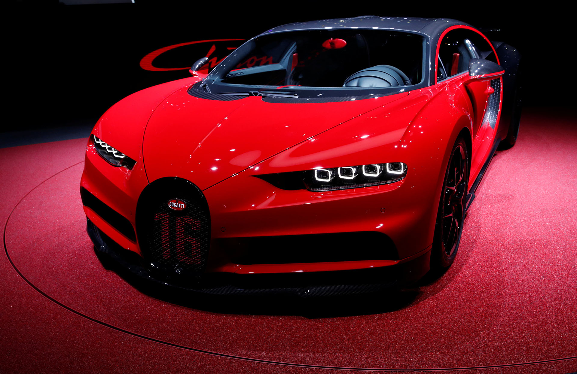 Hace dos años y en la misma cita helvética, Bugatti cambiaba el plano de la industria automotriz con su Chiron, que adquirió fama internacional por ser considerado el mejor auto del mundo. En la edición 88° del Salón de Ginebra, Bugatti presentó el Chiron Sport, que reduce peso y exacerba el perfil deportivo de un modelo ya radical