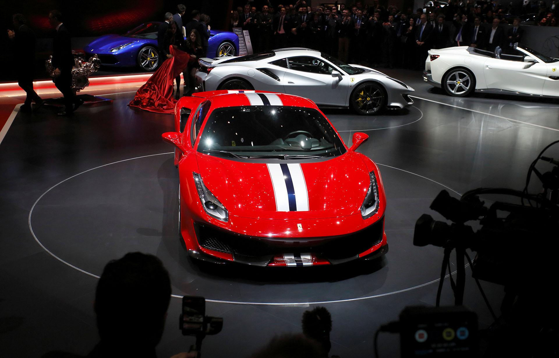 Es el deportivo con el motor V8 más salvaje en la historia de Ferrari: su potencia de 720 caballos de fuerza supera por 50 CV su versión base. También fue sometido a una estricta dieta en la que bajó 90 kilos por el uso de la fibra de carbono y el coeficiente aerodinámico