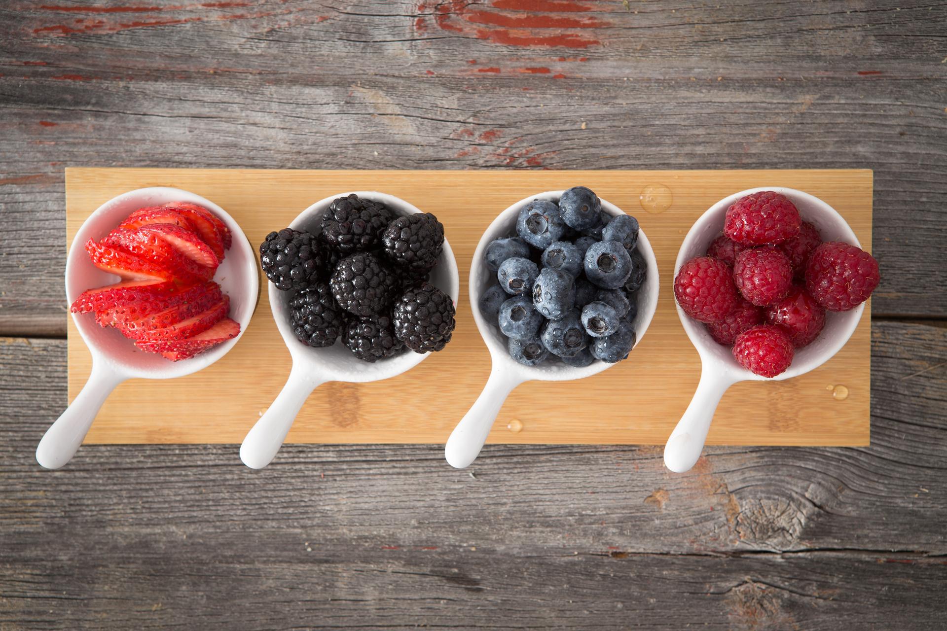 Desde retrasar los signos del envejecimiento hasta ayudar a perder peso, se cree estas frutas diminutas son la clave para mejorar la piel, el cabello y la salud (Getty Images)