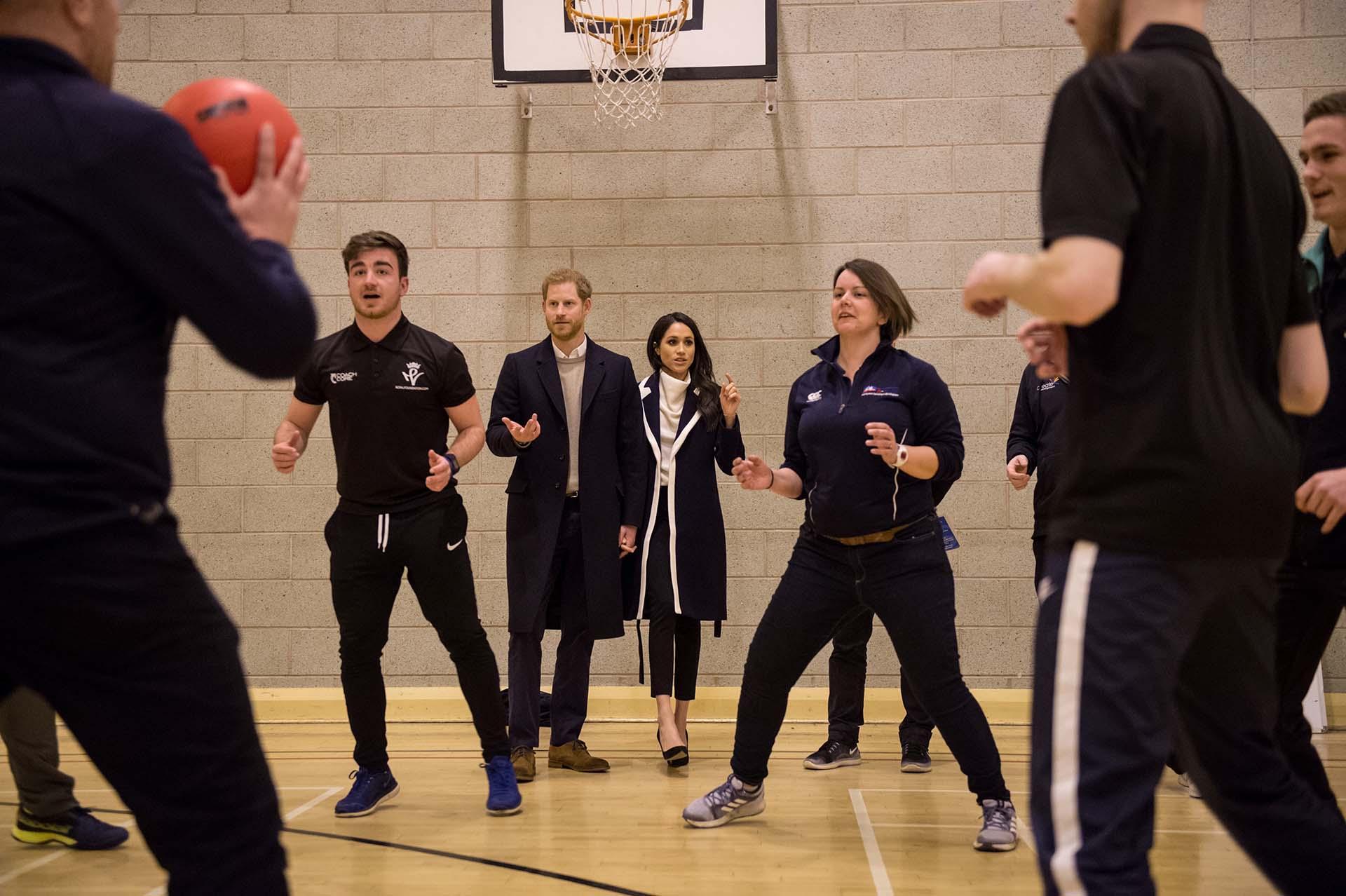 Los futuros Duques de Sussex fueron parte del entrenamiento siguiendo de cerca la actividad de los adolescentes