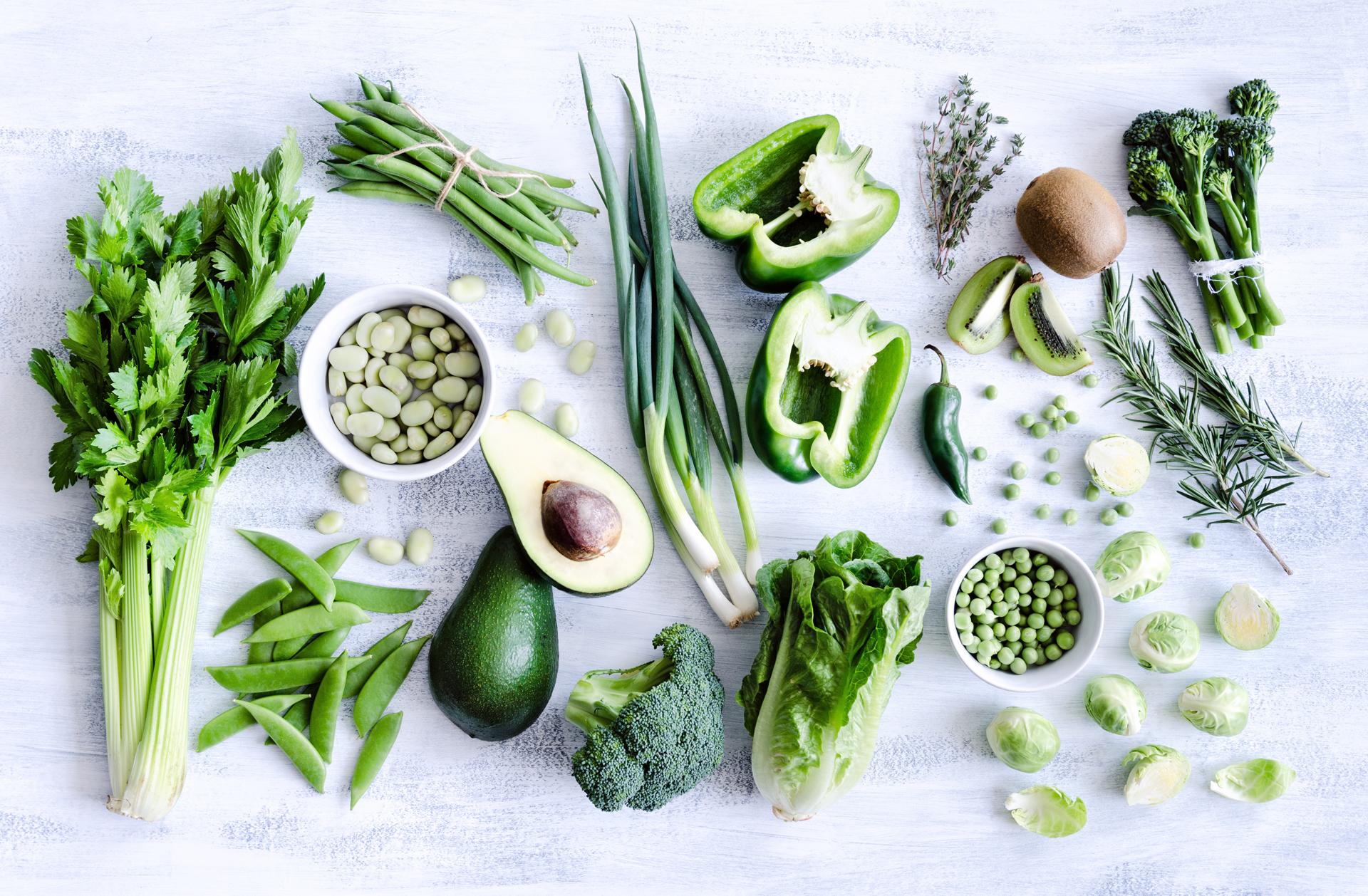 Los platos en las comidas deben incluir una variedad de vegetales de distintos colores: verdes, rojos, violetas y aquellos fuente de betacaroteno (Getty Images)