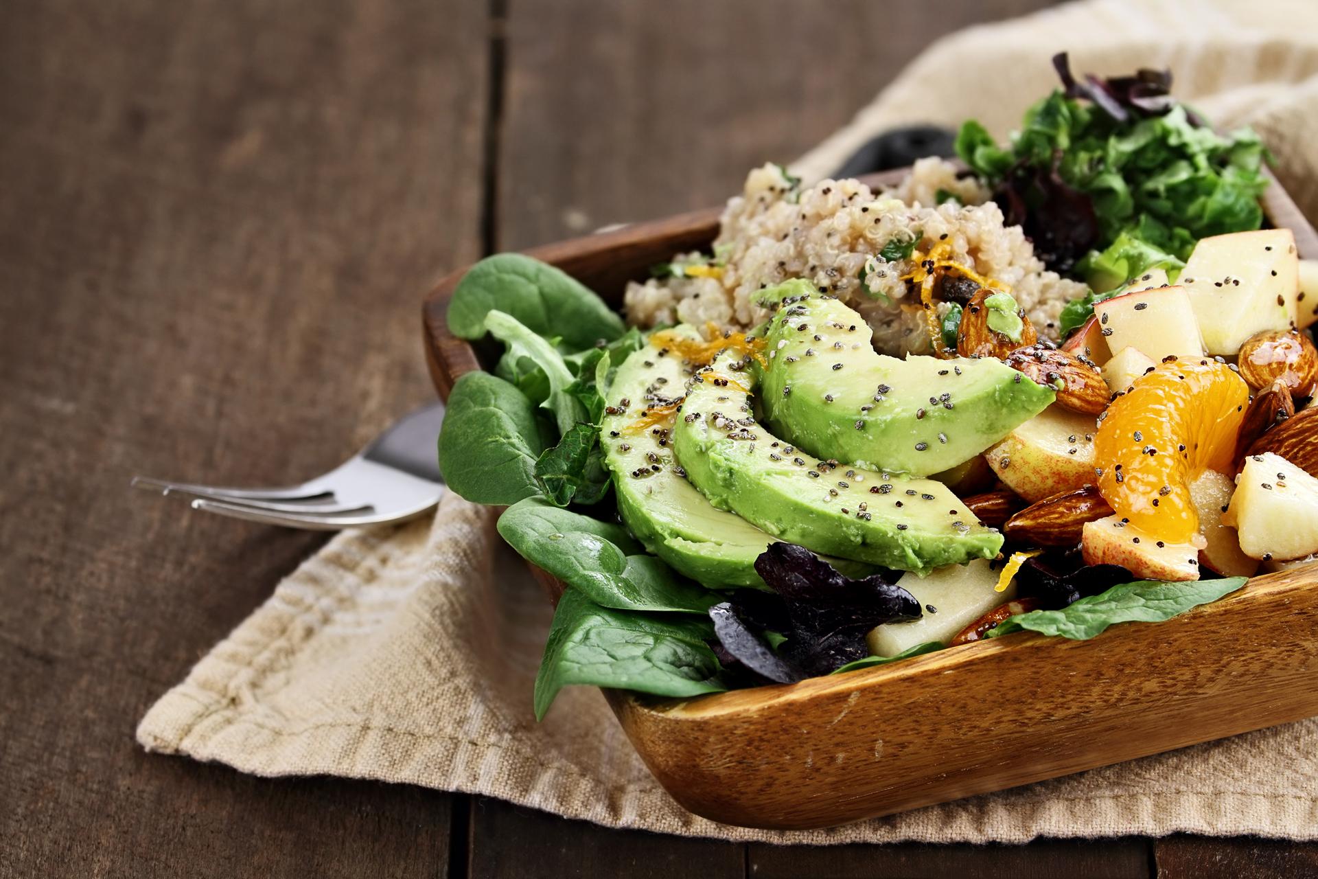 Los granos enteros como el arroz integral, la quinoa, el trigo burgol y el cuscús facilitan la digestión y eliminación de toxinas (Getty Images)