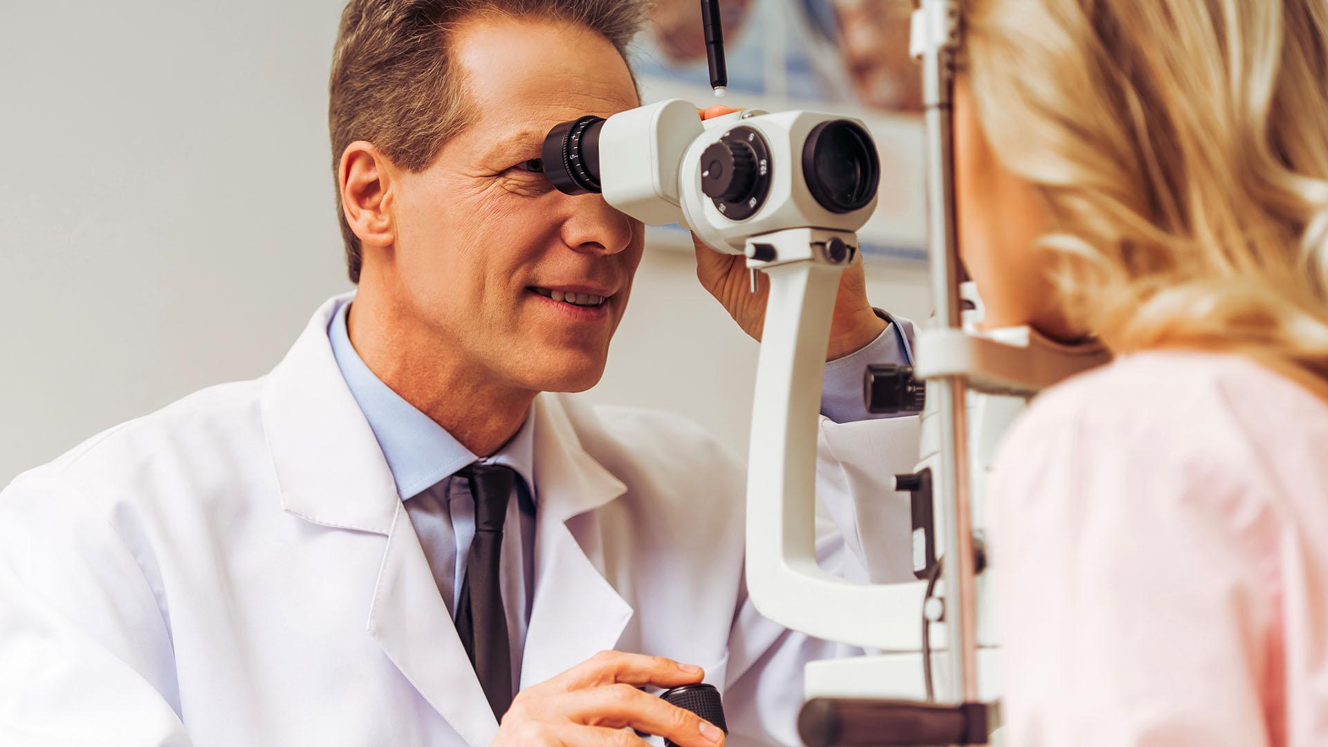 El progresivo deterioro de la visión generalmente transcurre sin ser detectado por el paciente (Getty)