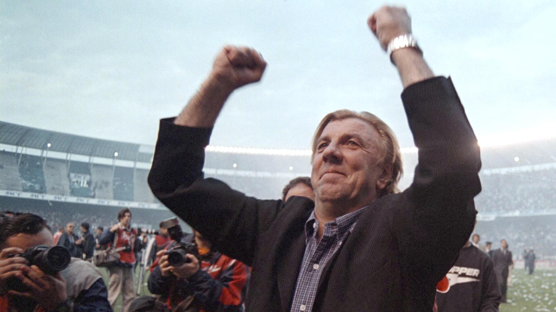 Mostaza Merlo festeja en la campaña que sacó campeón a Racing en 2001 (NA)