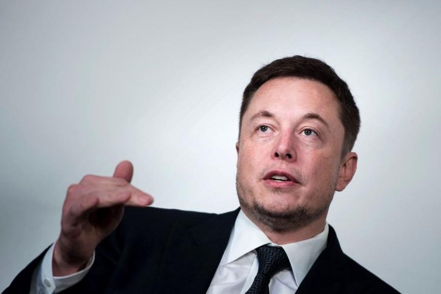 """Elon Musk reconoció estar atravesando un """"infierno"""" con la fabricación del último modelo de entrada de Tesla"""