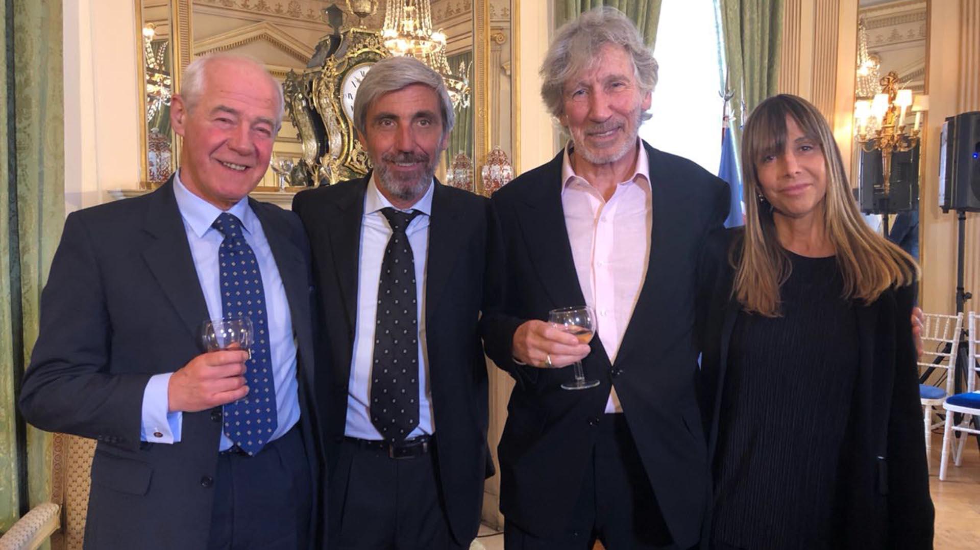 Geoffrey Cardozo, Julio Aro, Roger Waters y Gabriela Cociffi