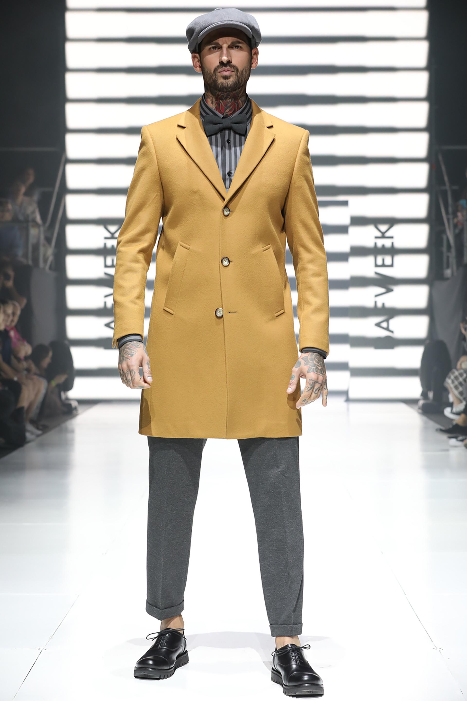 Tapados masculinos para el invierno 2018 de M.I.A. Boinas y moños acompañando a los outfits