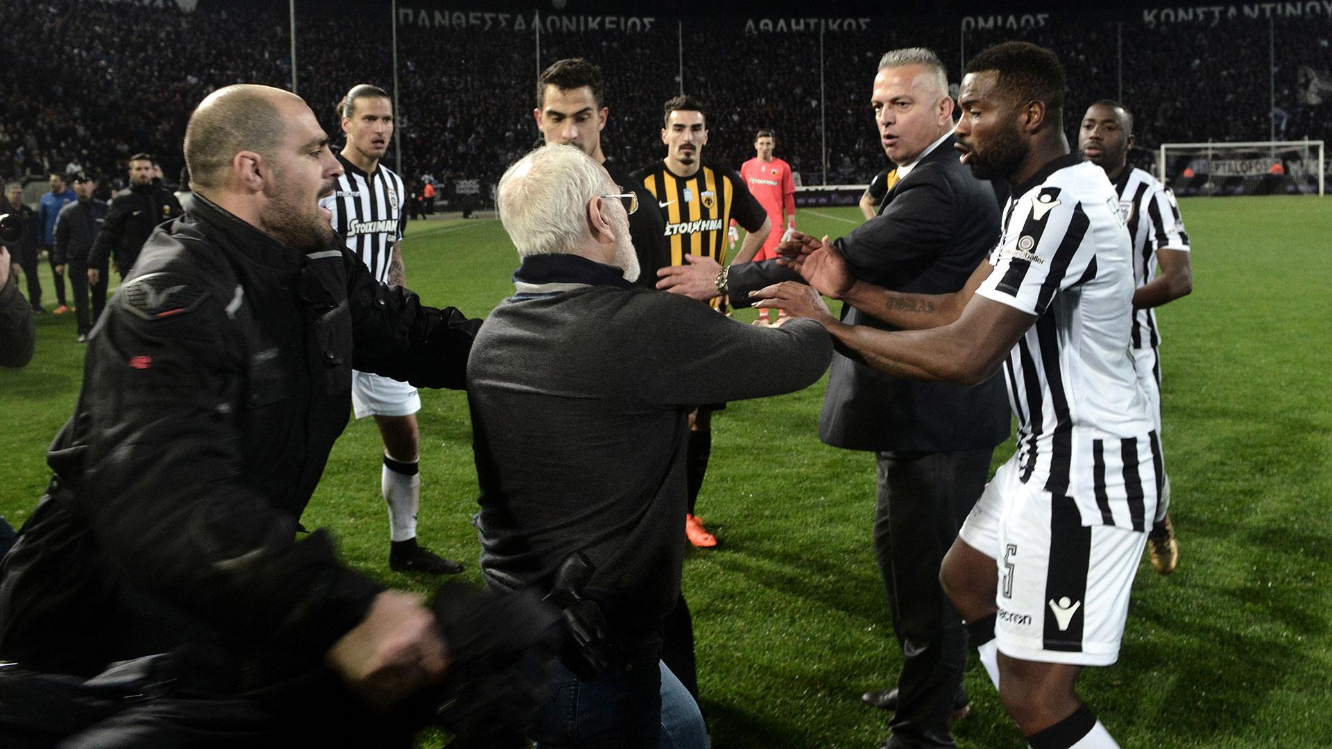 El PAOK Salónica podría ser castigado con el descenso por la reacción violenta de su presidente (AFP)
