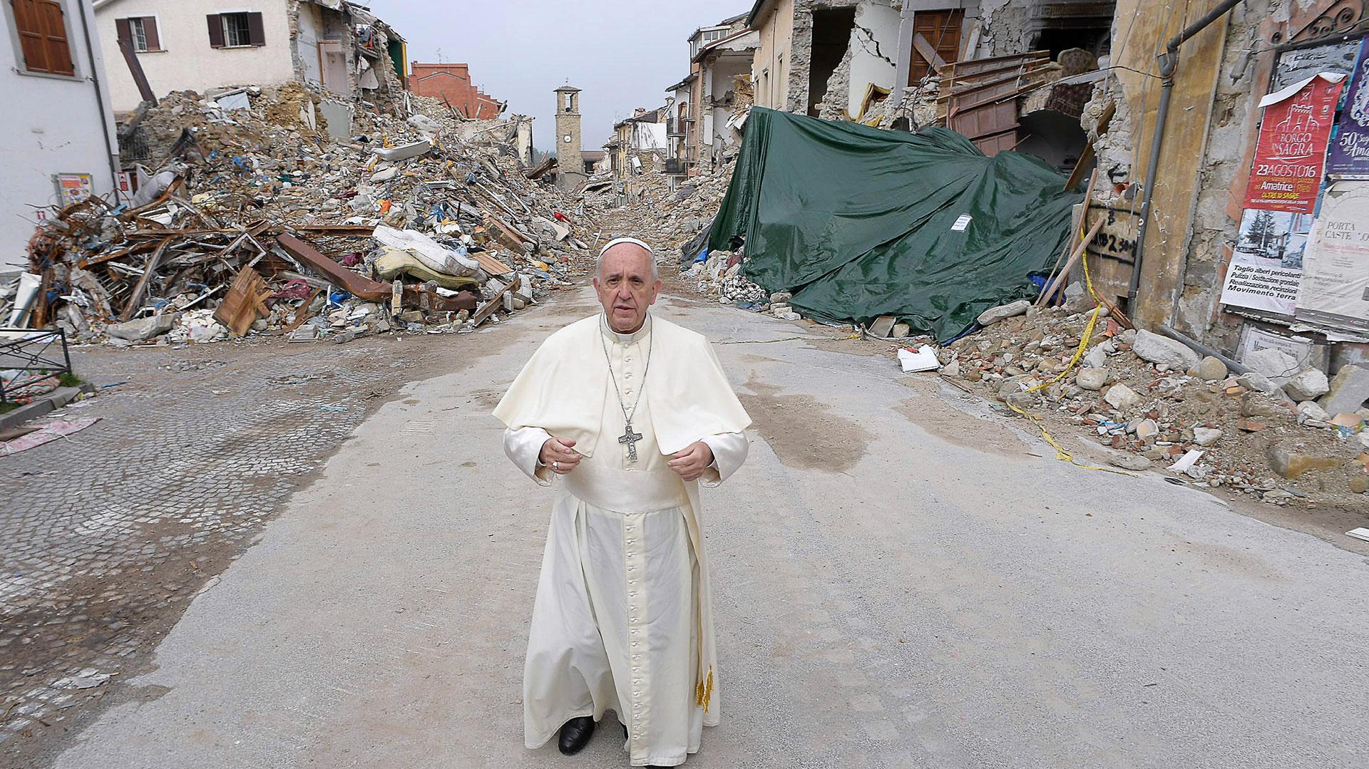 El 4 de octubre de 2016, el papa Francisco realizó una visita sorpresa a Amatrice, ciudad italiana arrasada por un terremoto el 24 de agosto de ese mismo año