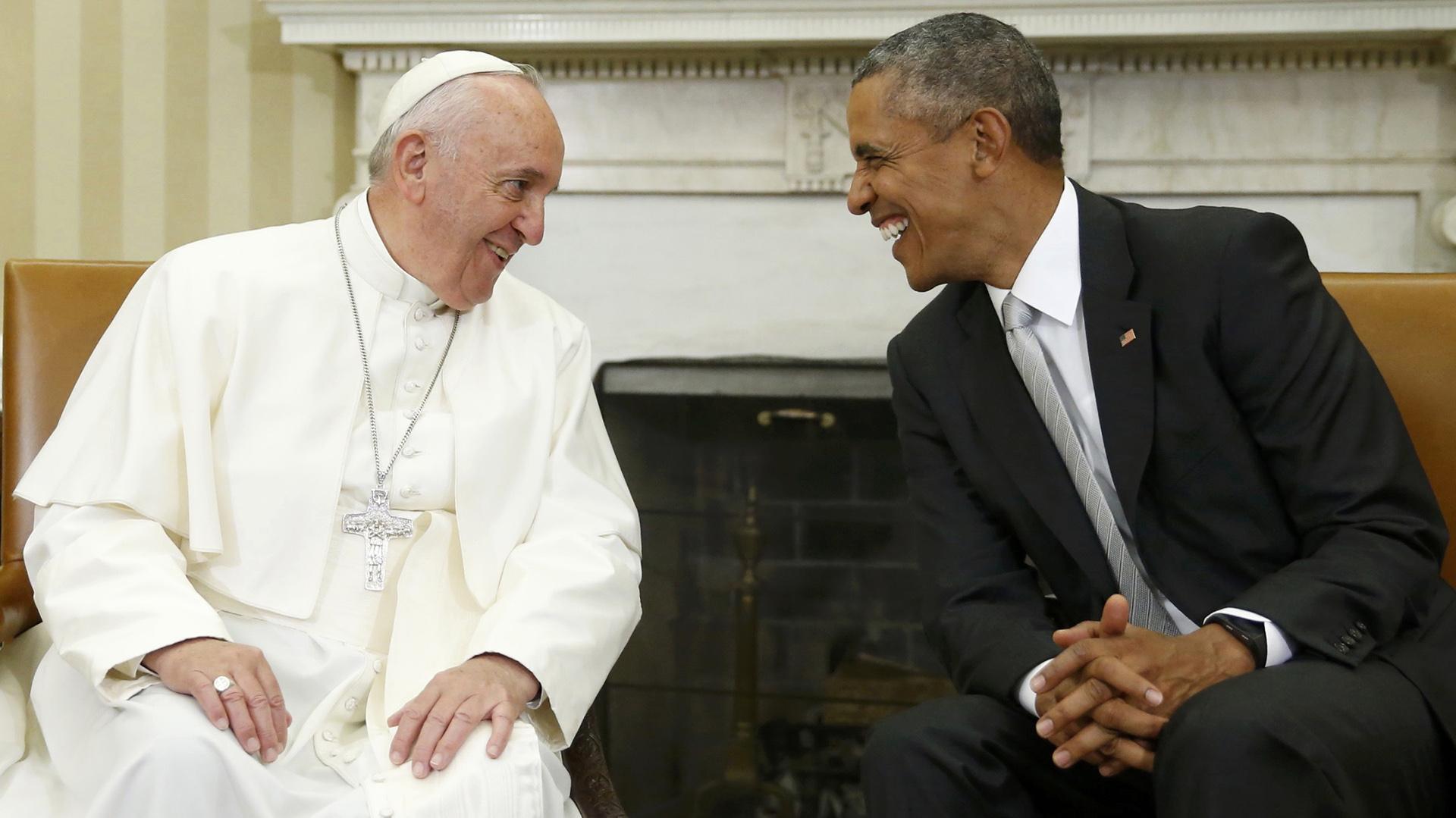 23 de septiembre de 2015: el presidente Barack Obama recibe al papa Francisco en el Salón Oval de la Casa Blanca, durante la primera visita del Santo Padre a los Estados Unidos