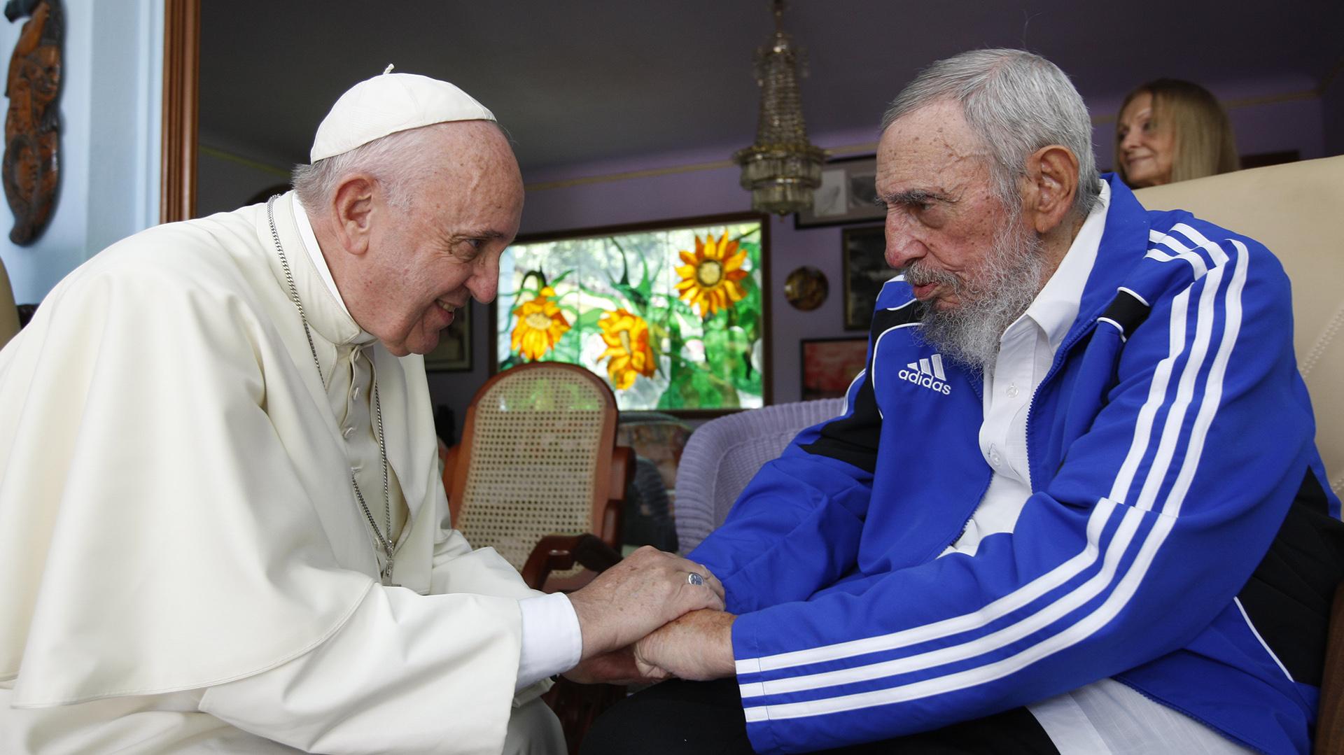 20 de septiembre de 2015: el papa Francisco se encuentra con el dictador cubano Fidel Castro en La Habana