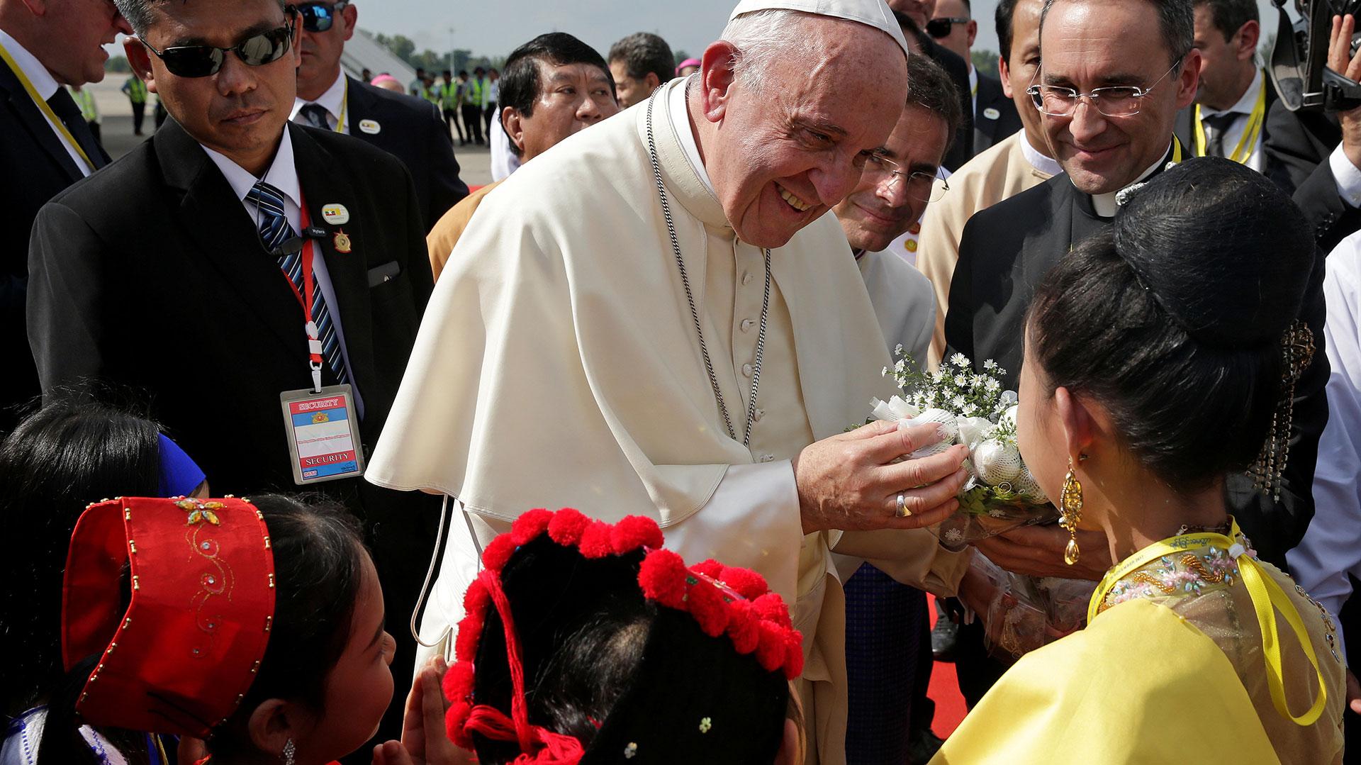 30 de noviembre de 2017: el Papa en un difícil viaje a Myanmar, donde pidió respeto por las minorías sin referirse directamente a la minoría rohinya perseguida.