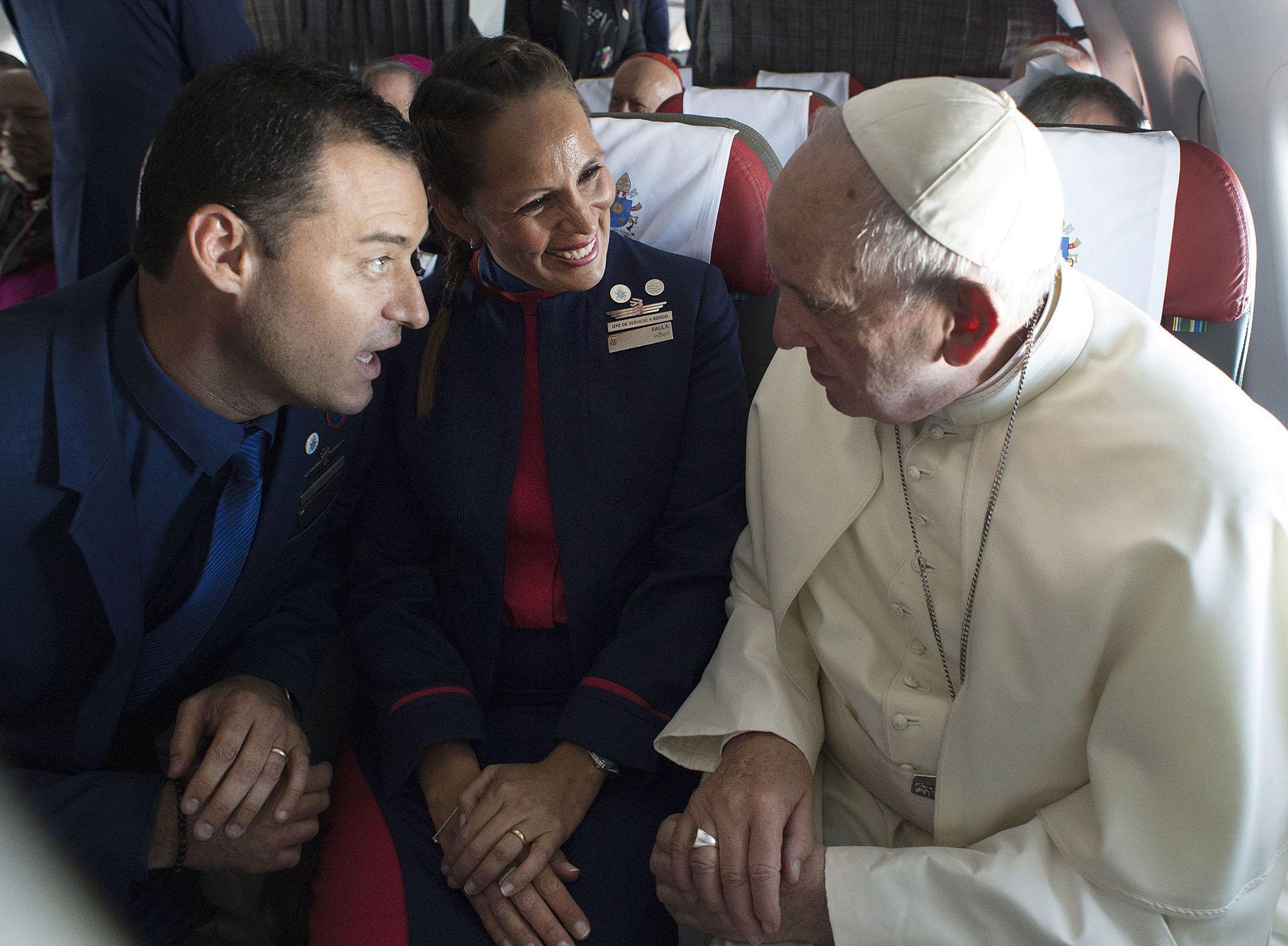 18 de enero de 2018: el papa Francisco casó a dos tripulantes de cabina en pleno vuelo hacia Iquique. Paula Podest y Carlos Ciuffardi se convirtieron en los primeros en ser unidos por el Sumo Pontífice a bordo de un avión