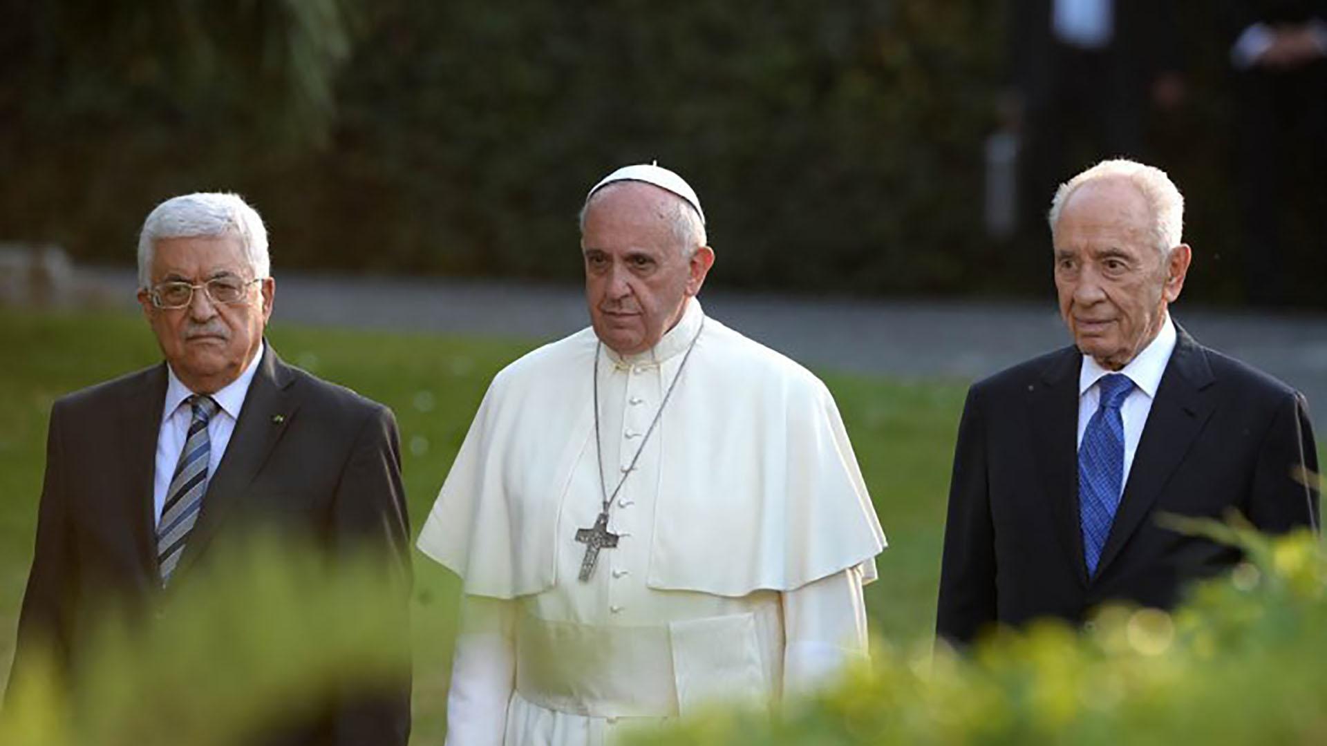 8 de junio de 2014: histórico encuentro del papa Francisco con Shimon Peres y Mahmud Abbas. El Sumo Pontífice recibió al presidente israelí y al líder palestino en Santa Marta, en el Vaticano