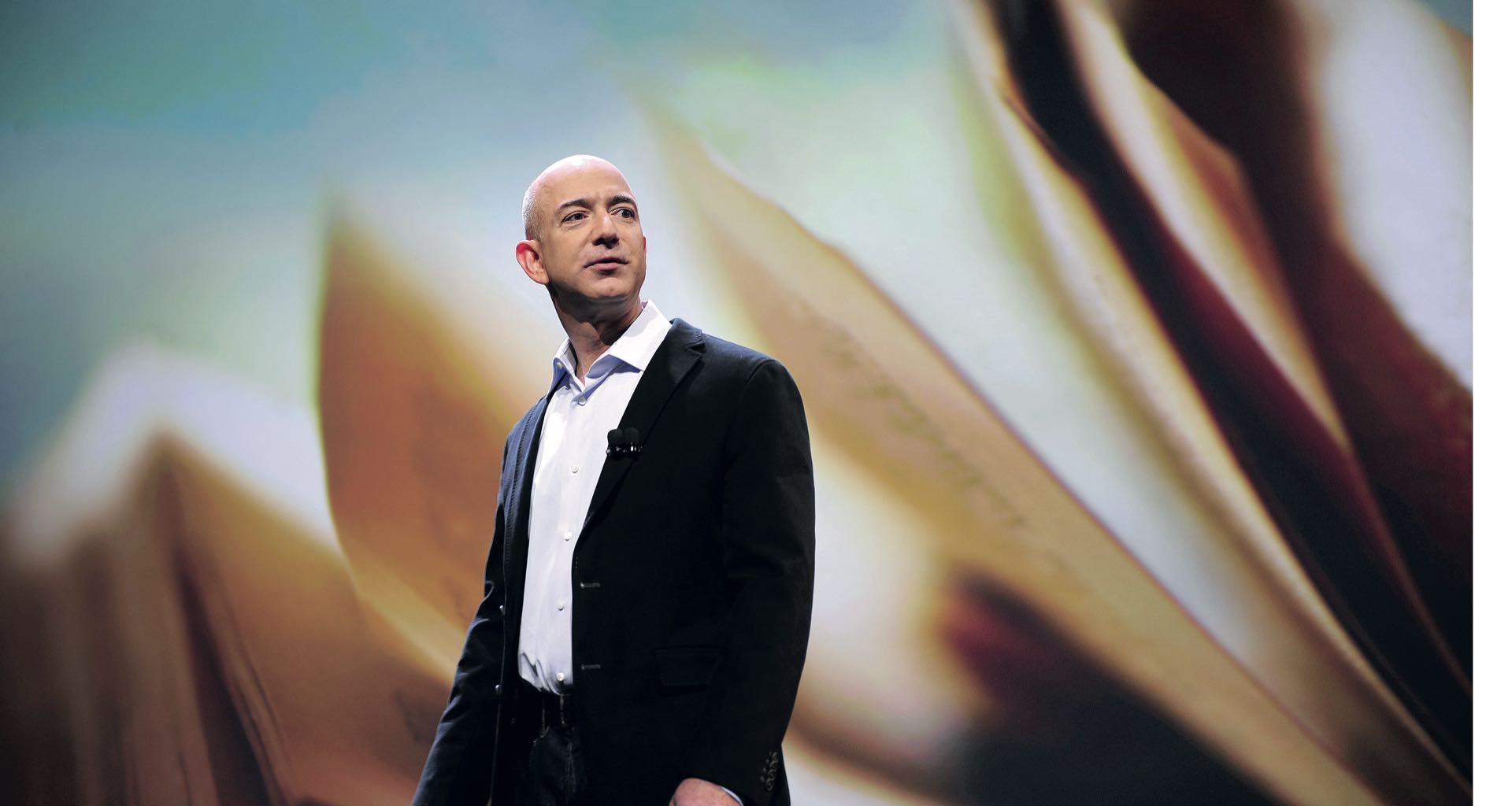 El fundador de Amazonrecordó que su empresa de 500.000 empleados comenzó con cinco.
