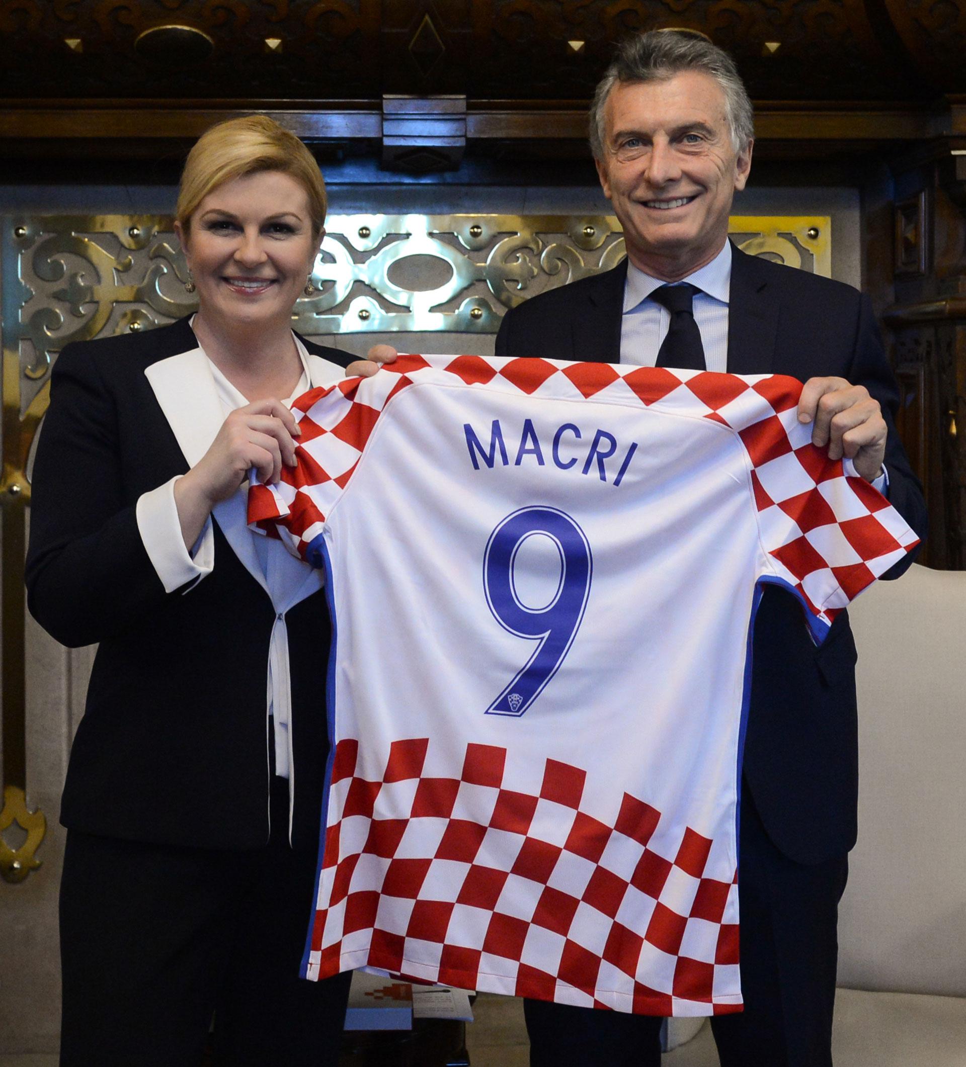 Macri junto a la presidente de Croacia, Kolinda Grabar-Kitarovic, el pasado marzo