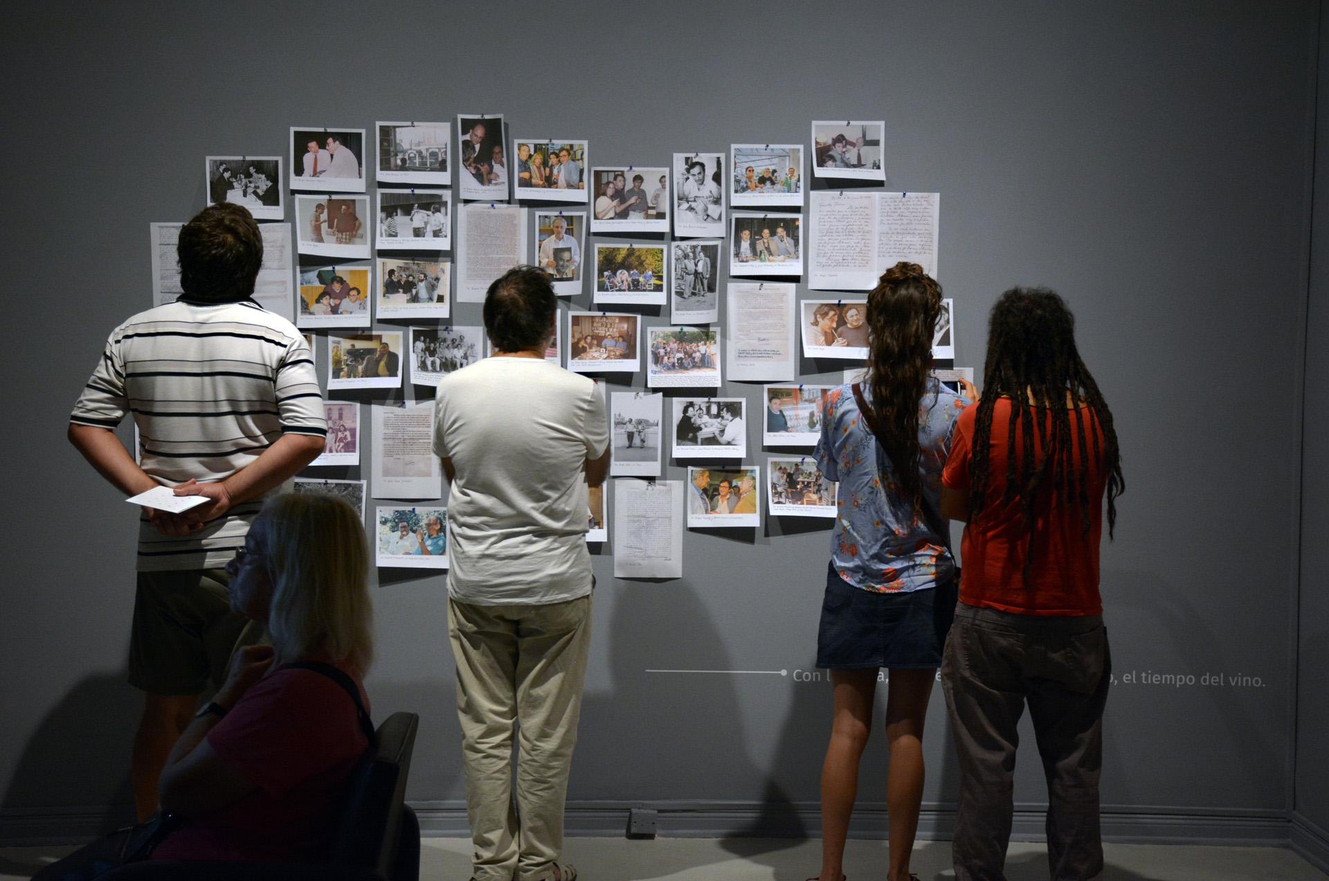 Esta exposición conecta la obra y la figura de Saer con su contexto social