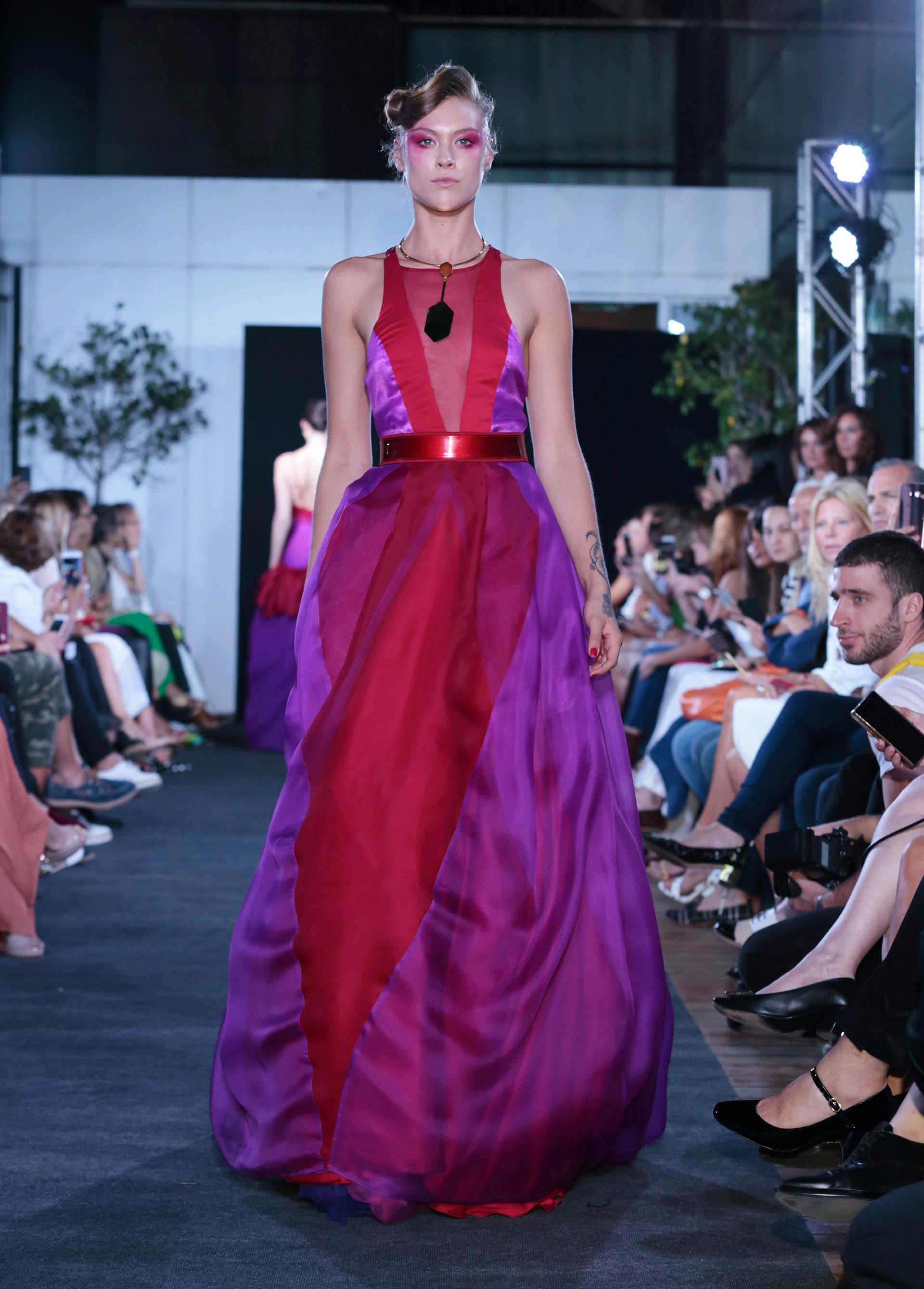 Fucsia y rojo, los colores elegidos por el diseñador para las organzas y tules