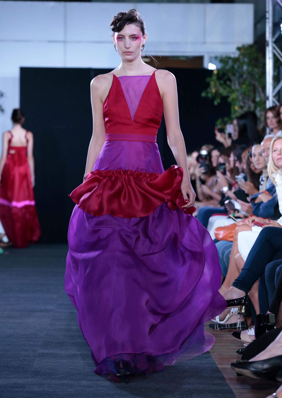 Voluptuosos diseños en falda pensando en un diseño arquitectónico como una fuente de inspiración