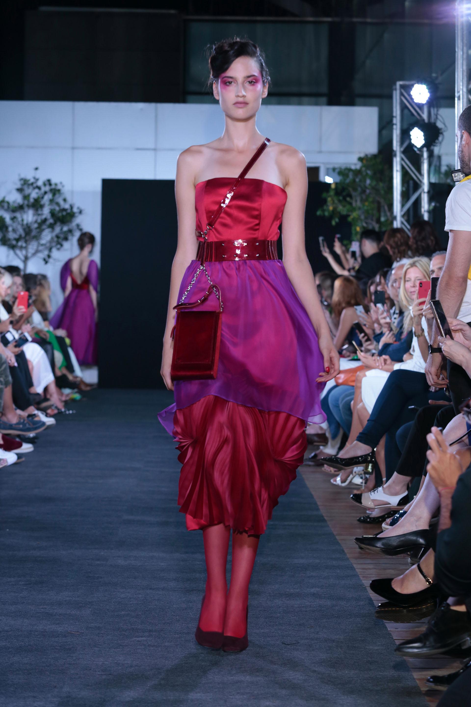 """Strapless en seda, organza y plisado, un diseño de la colección """"Entradas de Milán"""""""