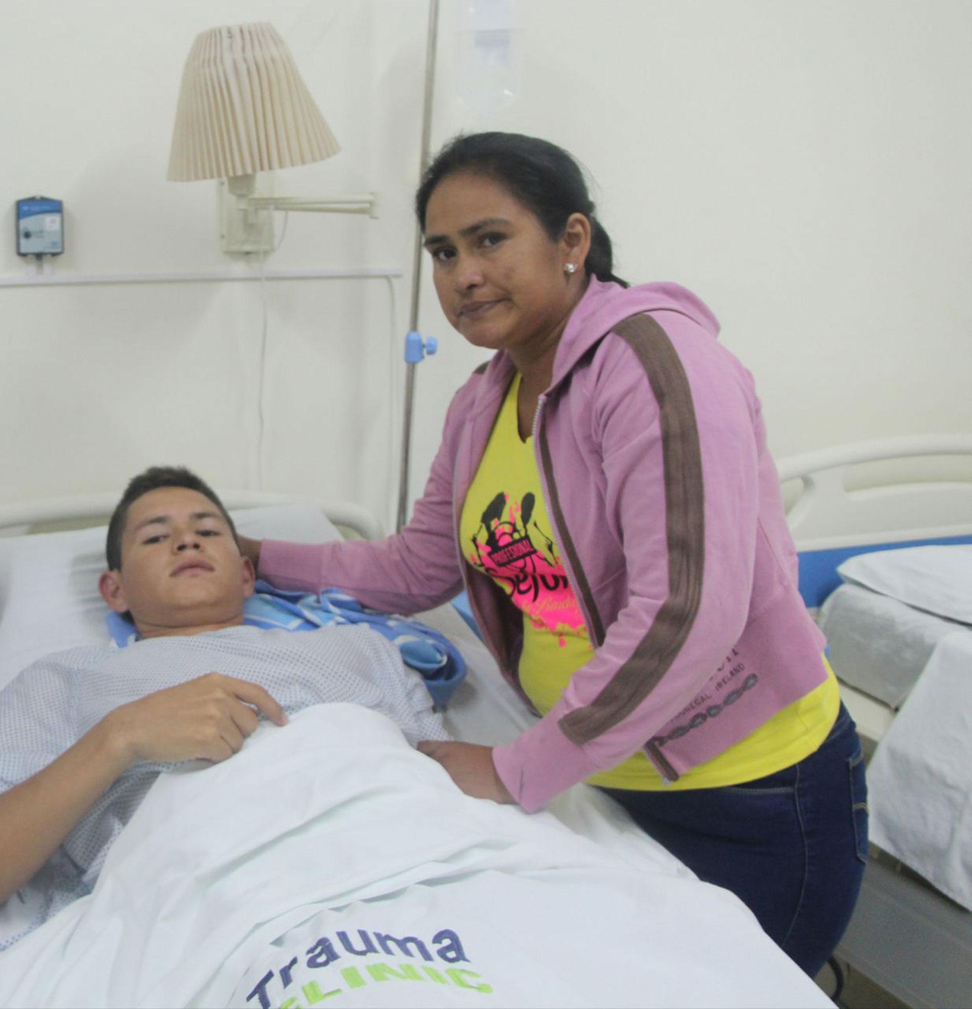 El futbolista ya fue operado y tendrá un largo proceso de recuperación