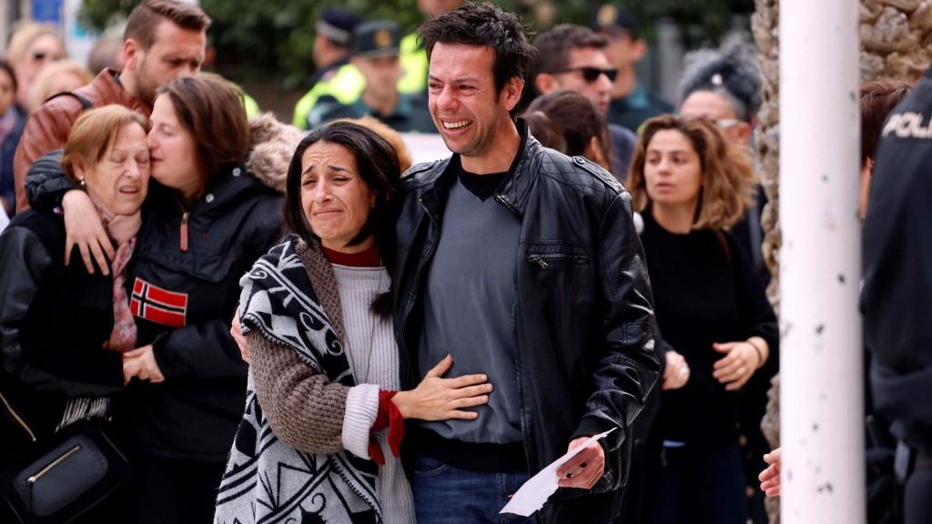Los padres del niño en el funeral (Foto: Archivo)