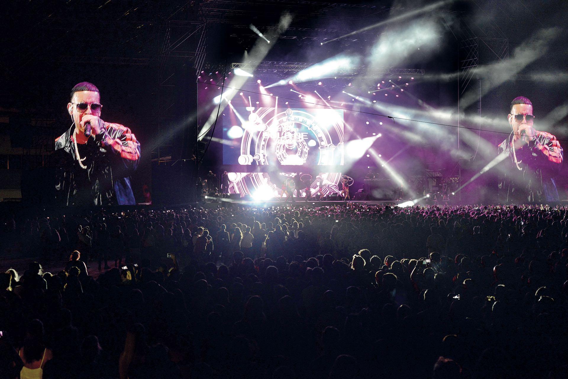 Daddy Yankee hizo vibrar a todos con un surtido de sus hits, como Dura, Gasolina, Despacito y Shaky Shaky. (Fotos Diego Soldini/GENTE y Sergio Santillán/Fénix)