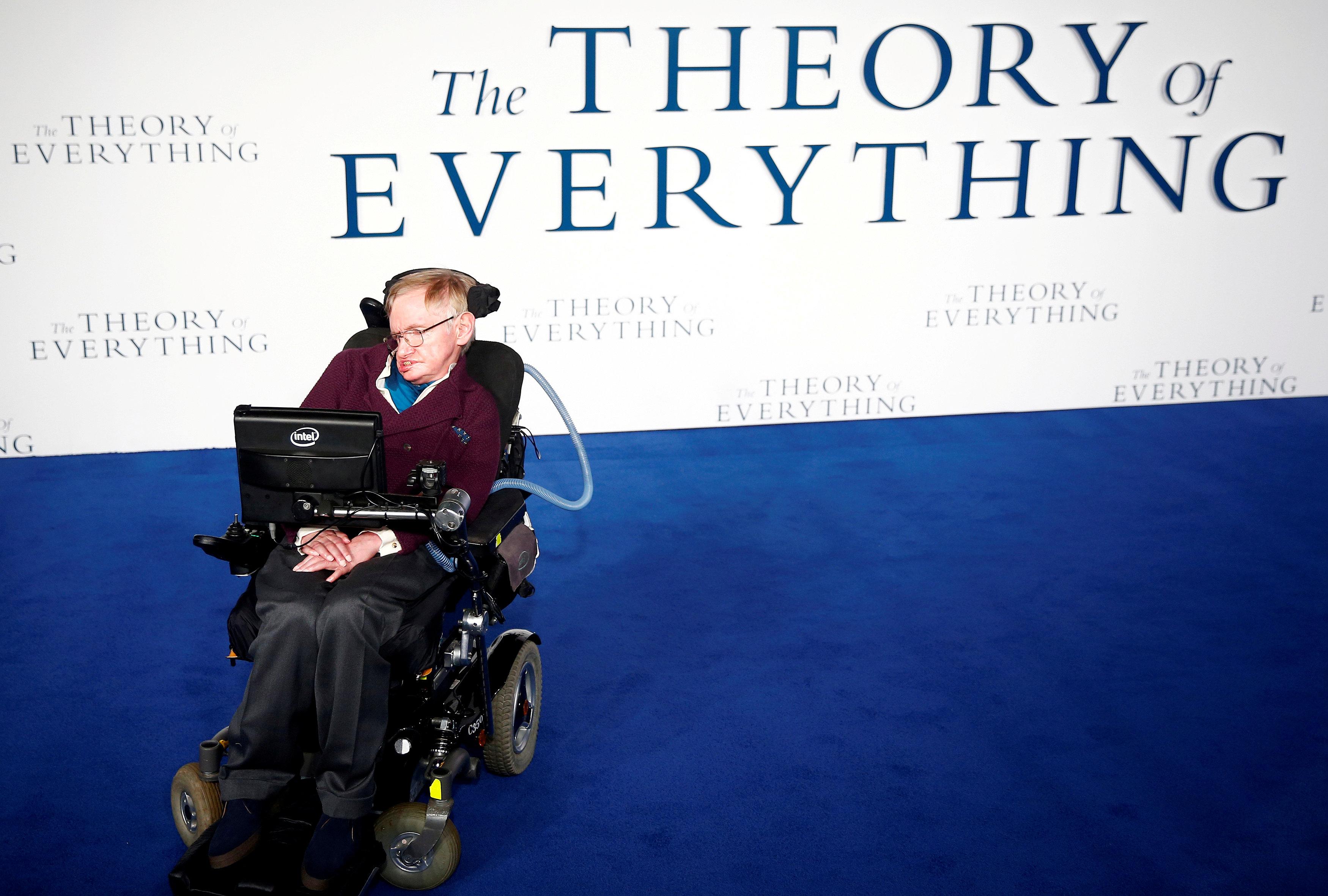 """En la premiére de la película """"La teoría del todo"""" (REUTERS/Andrew Winning/archivo)"""