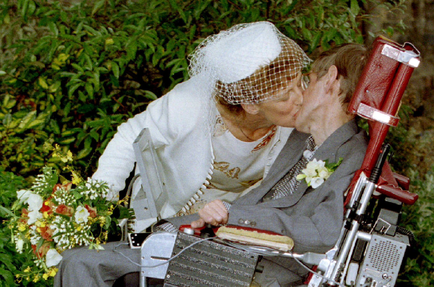 Con su segunda esposa Elaine Mason en 2012 (REUTERS/Paul Bates)