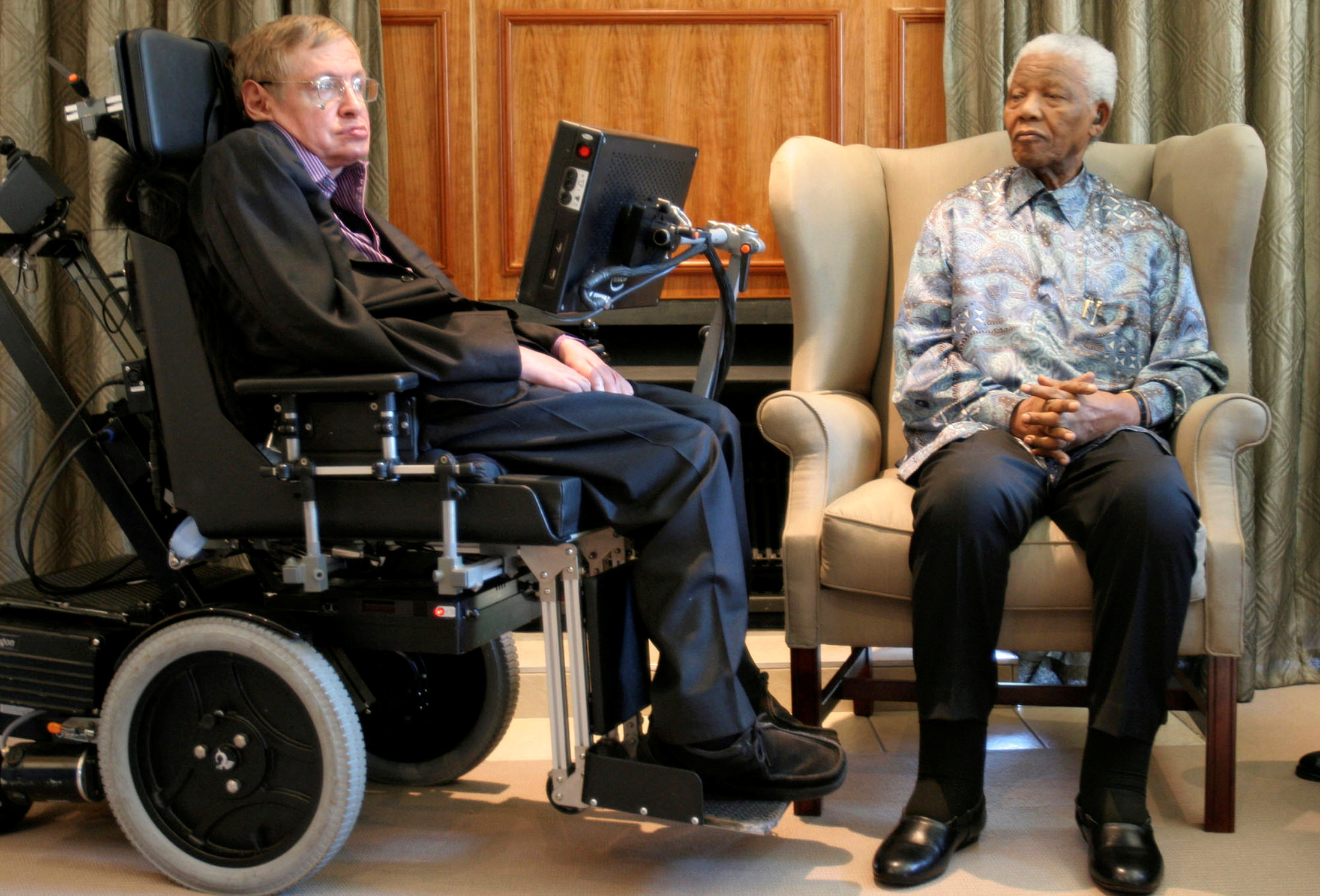 Con el ex presidente de Sud África Nelson Mandela en 2008. (Pool/via REUTERS/archivo)