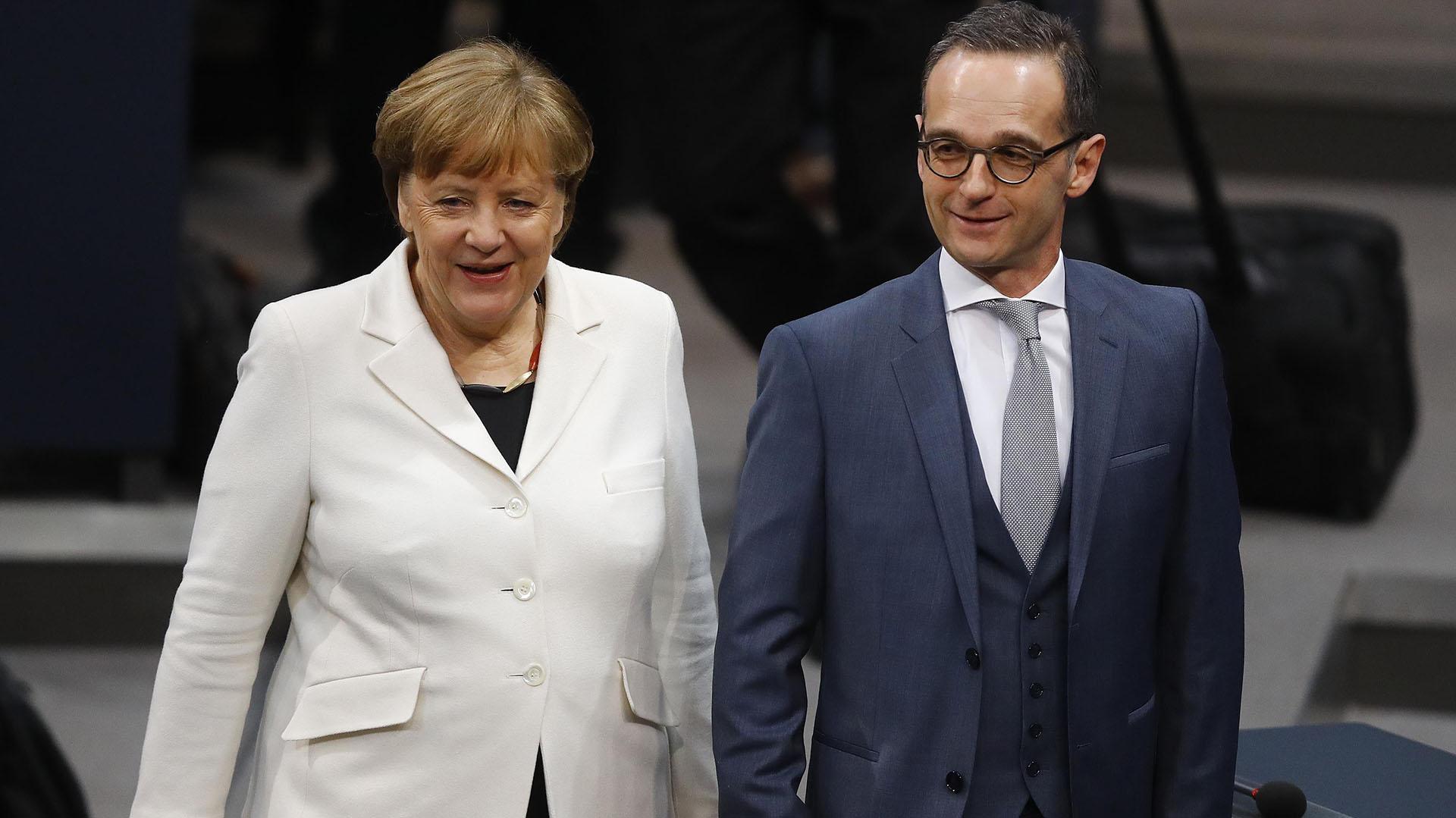 Merkel junto al socialdemócrata Heiko Maas, ministro federal de Justicia (Reuters)