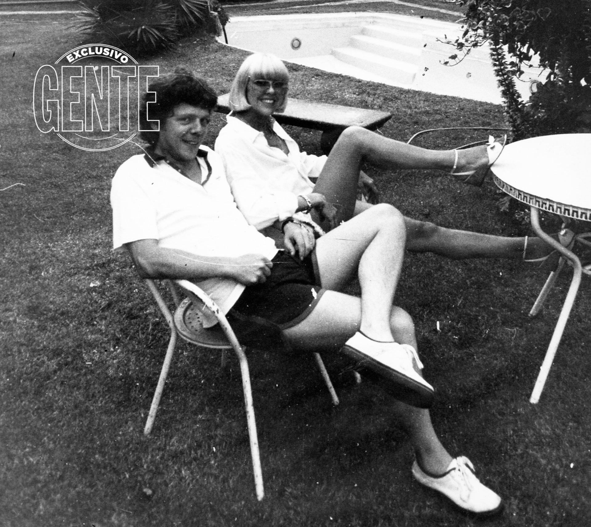 Fueron pareja en la pantalla y la vida real. En su casa en diciembre de 1981 (Foto archivo GENTE)