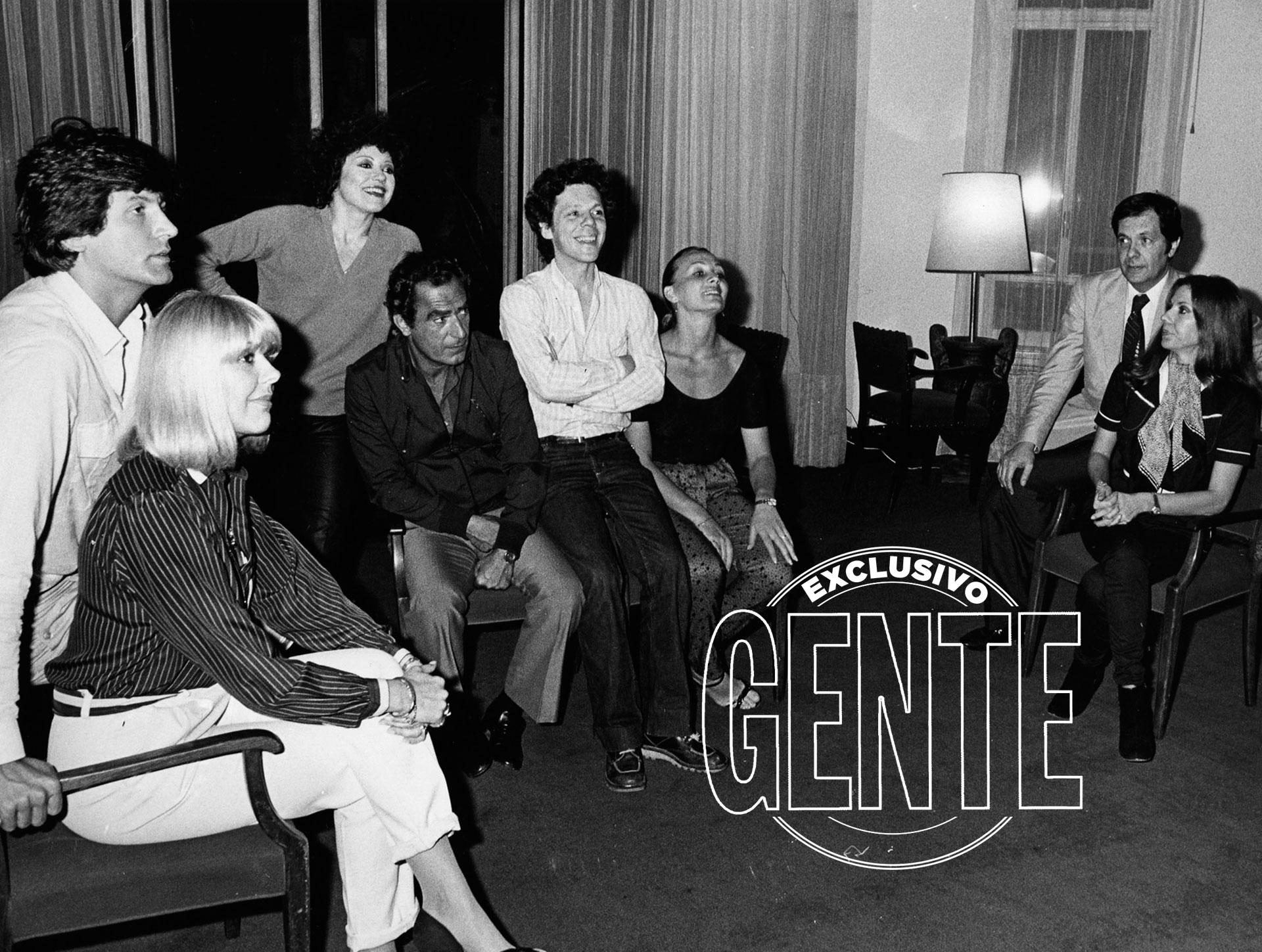 Más amigos. Carlos Calvo, Juan Carlos Calabró, Nora Cárpena, Guillermo Bredeston y Patricia Dal. (Foto archivo GENTE)