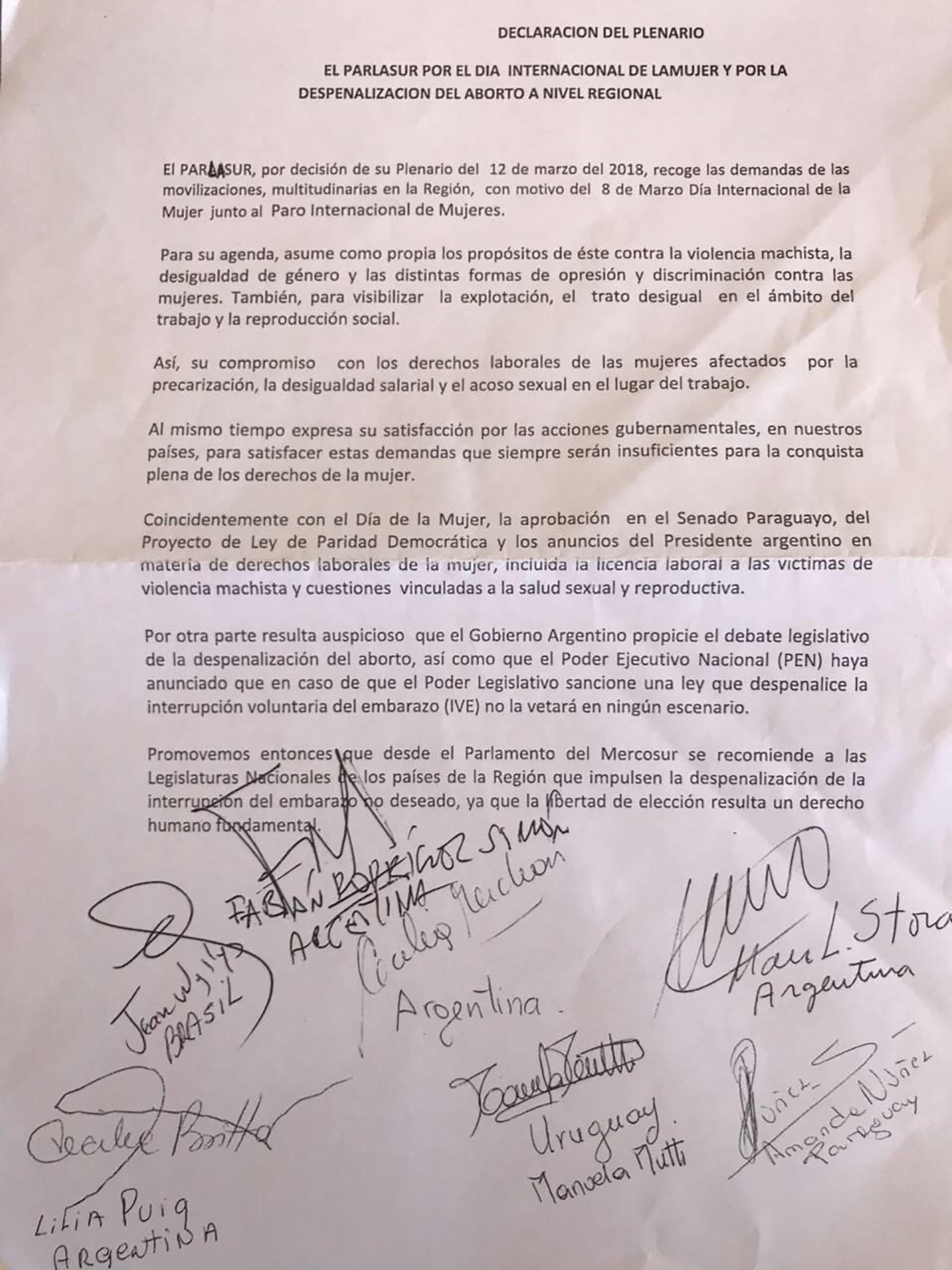 El texto que promueve la despenalización del aborto, firmado por los parlamentarios de Cambiemos y del FPV
