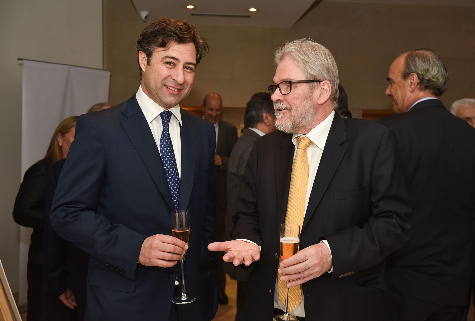 Martín Eurnekian junto a Michael Reid, senior editor de The Economist