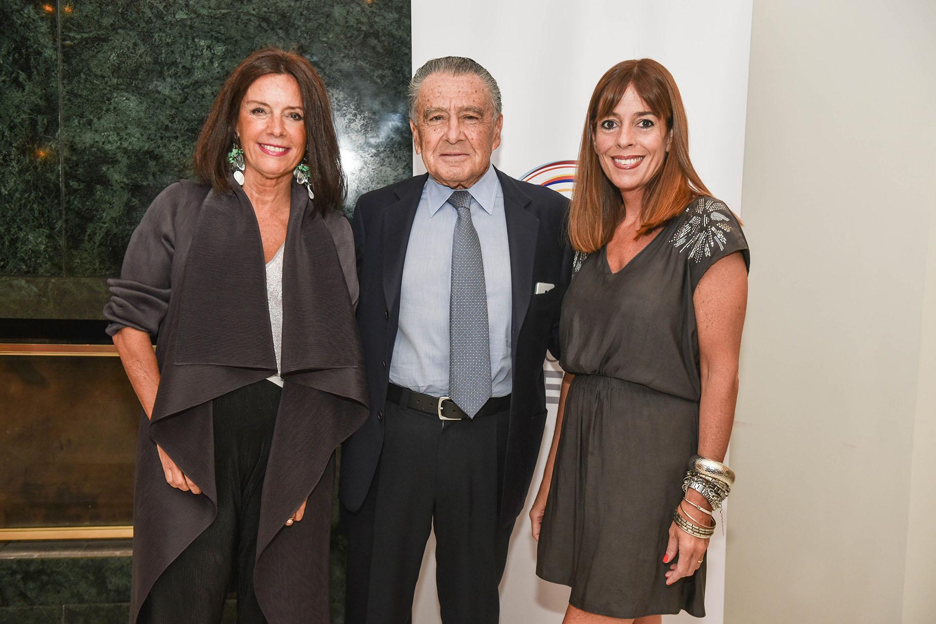 Carolina Barros (directora de comunicaciones de Corporación América), Eduardo Eurnekian y Constanza Roulet (Corporación América)