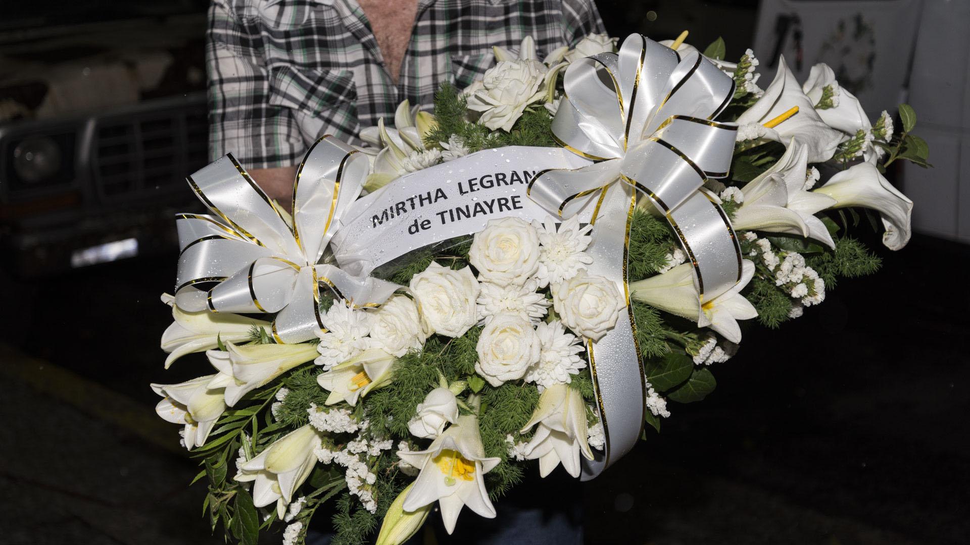 La corona funebre enviada por Mirtha Legrand