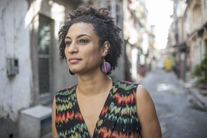 Miles de brasileños despidieron indignados a la concejal asesinada en Río  de Janeiro - Infobae