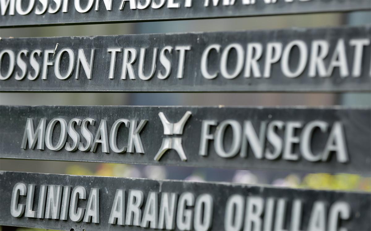 Esta fotografía muestra parte del directorio del edificio Arango Orillac, el cual incluye al bufete jurídico Mossack-Fonseca, en Ciudad de Panamá (AP/Arnulfo Franco)