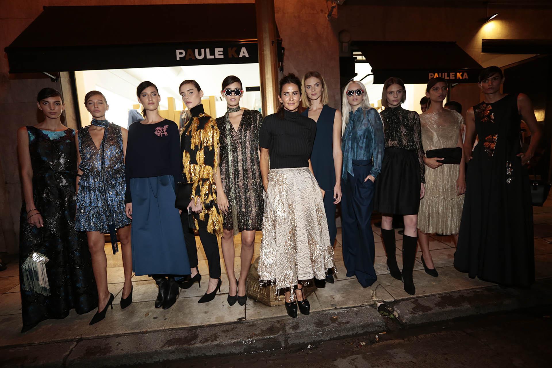 Mercedes Ocampo junto a las modelos sobre la Avenida Alvear