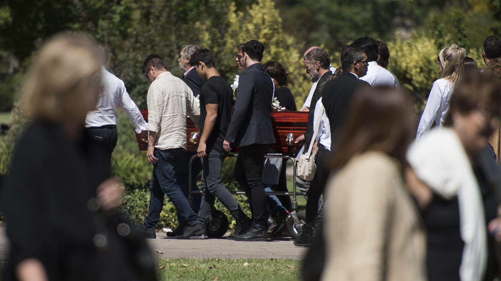 El entierrose llevó a cabo este mediodía en Pilar