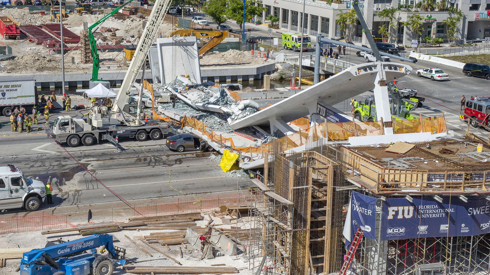 El puente estaba sostenido por cables (EFE)