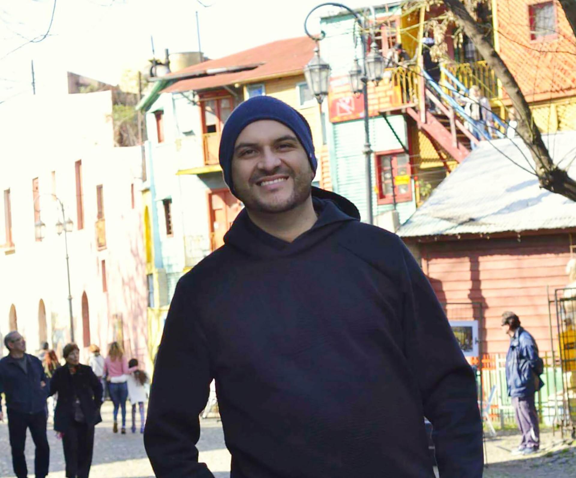Juan Felipe Guevara llegó a Buenos Aires con la ilusión de estudiar periodismo deportivo. Modera distintas páginas de Facebook y grupos de Whatsapp con miembros de la comunidad colombiana
