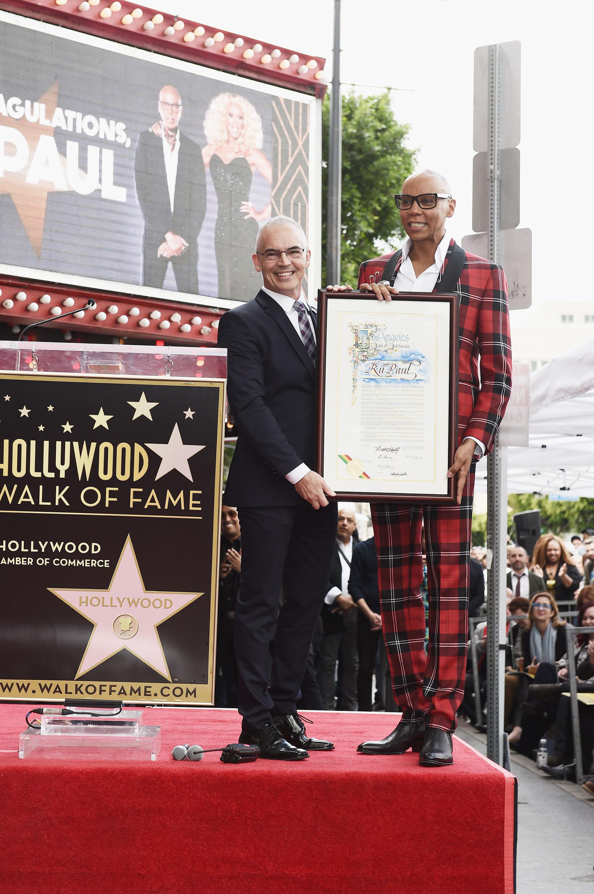"""""""Miraba todas las estrellas y soñaba que algún día podría ser una de las estrellas en Hollywood Boulevard"""", expresó minutos antes de recibir laplaca"""