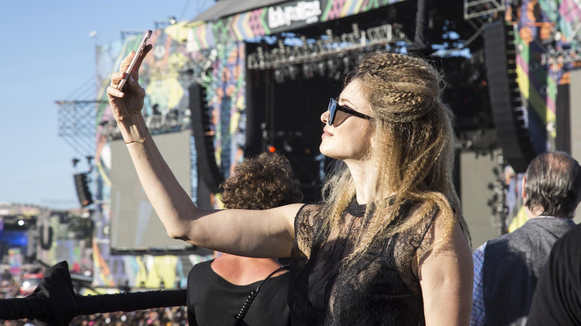 Con espectacular look, la selfie de Soledad Ainesa
