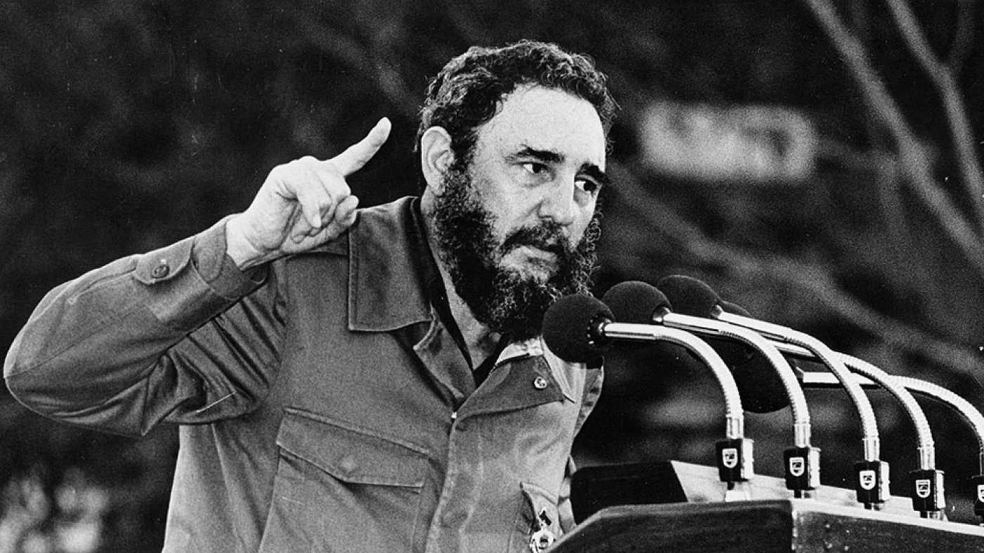 """""""No le voy a permitir a ese imitador de Albert Einstein que compare nuestra revolución con una Dictadura, cuando llegamos para liberar al pueblo del yugo de Batista. A partir de ahora les prometo 60 años de hambre y desolación, pero de grandes discursos"""""""