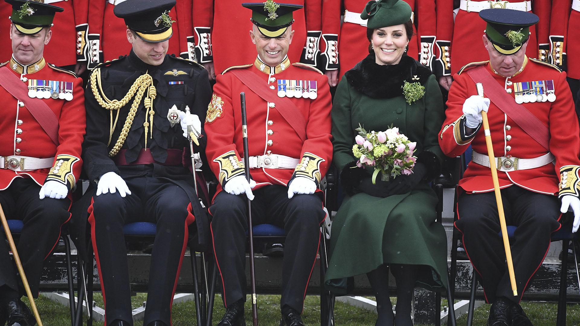 La posta junto a la guardia irlandesa (AFP)