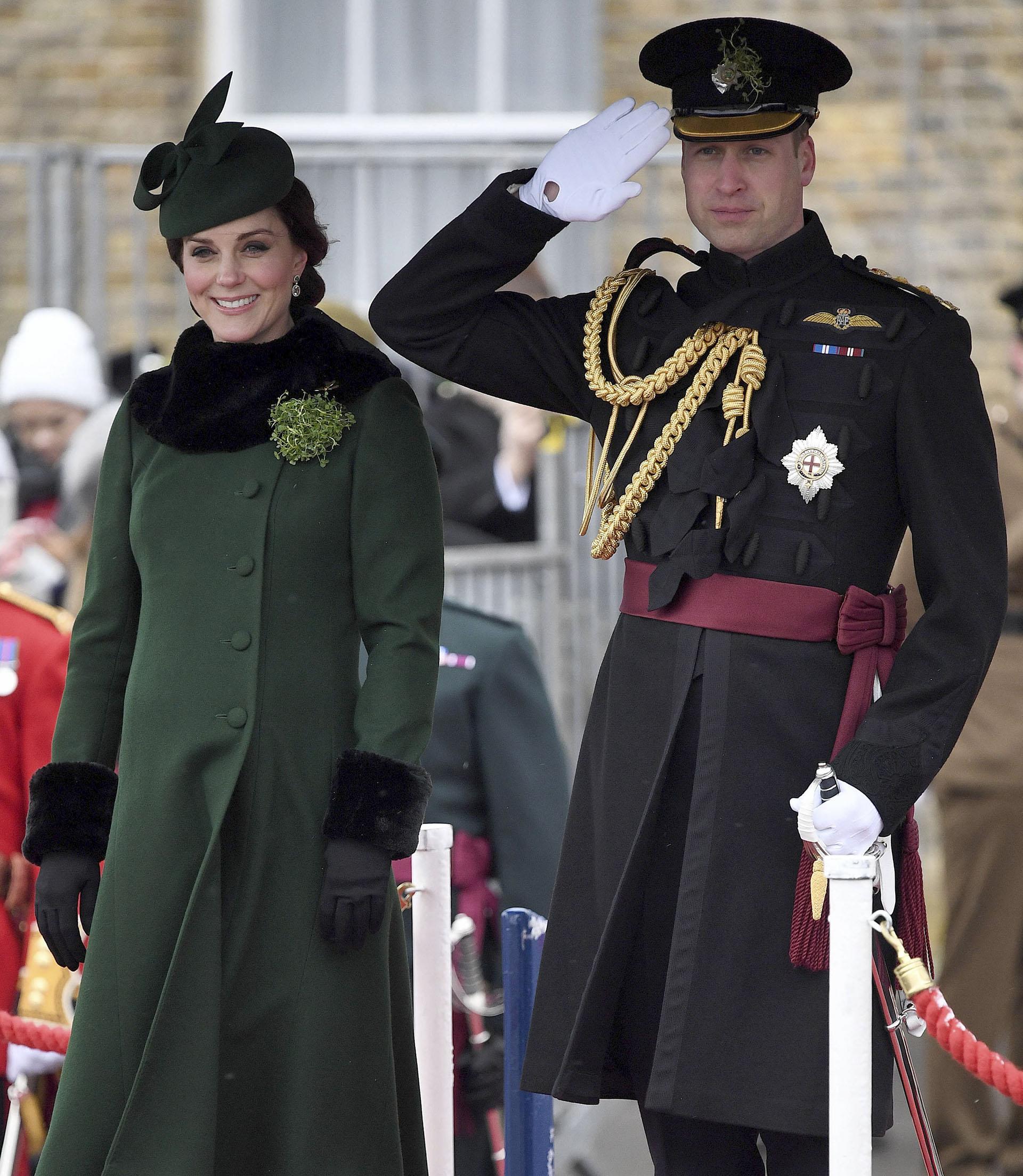La duquesa de Cambridge – Kate Middleton- asistió junto al príncipe William a las coloridas celebraciones por el día de San Patricio que tuvieron lugar en Hounslow (AFP)