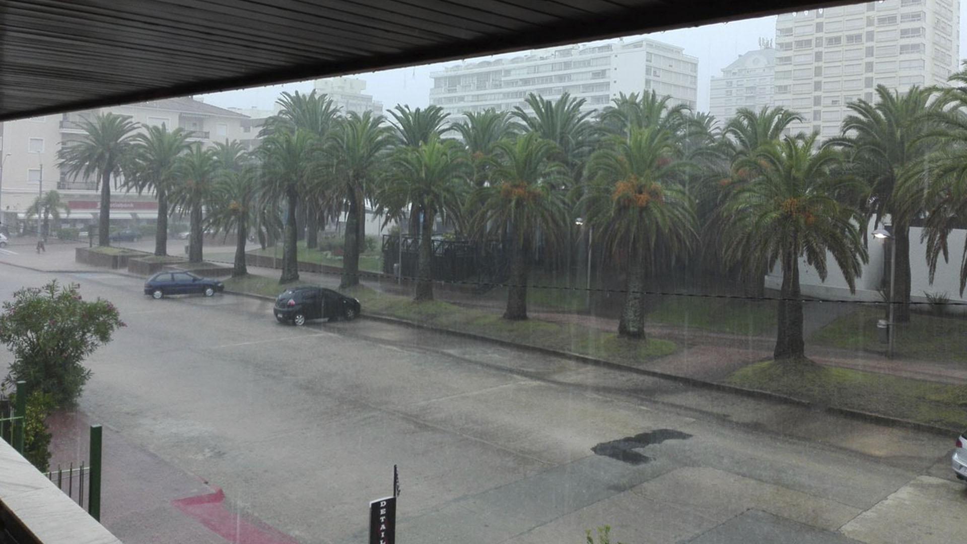 Las intensas lluvias en Punta del Este (@masteroriental)