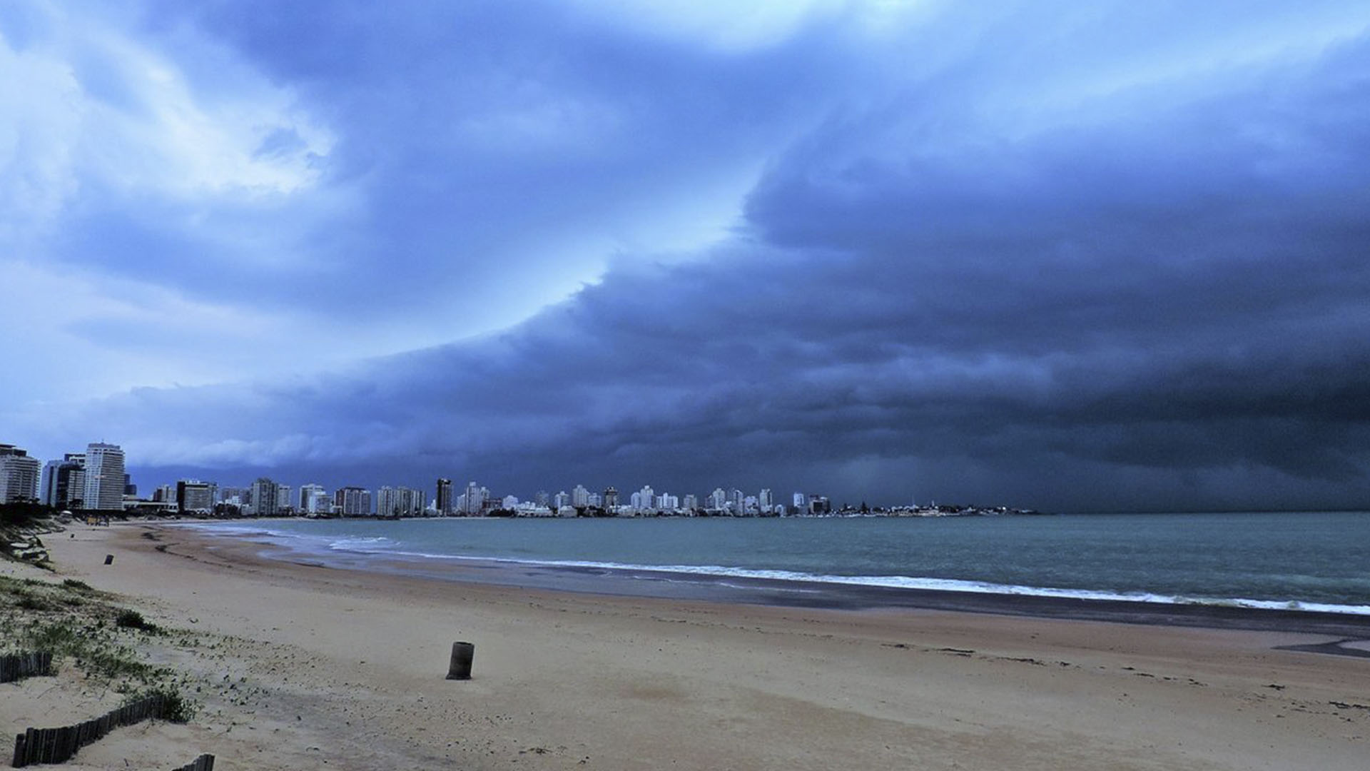 La tormenta avanzó sobre Punta del Este (@emekavoces)